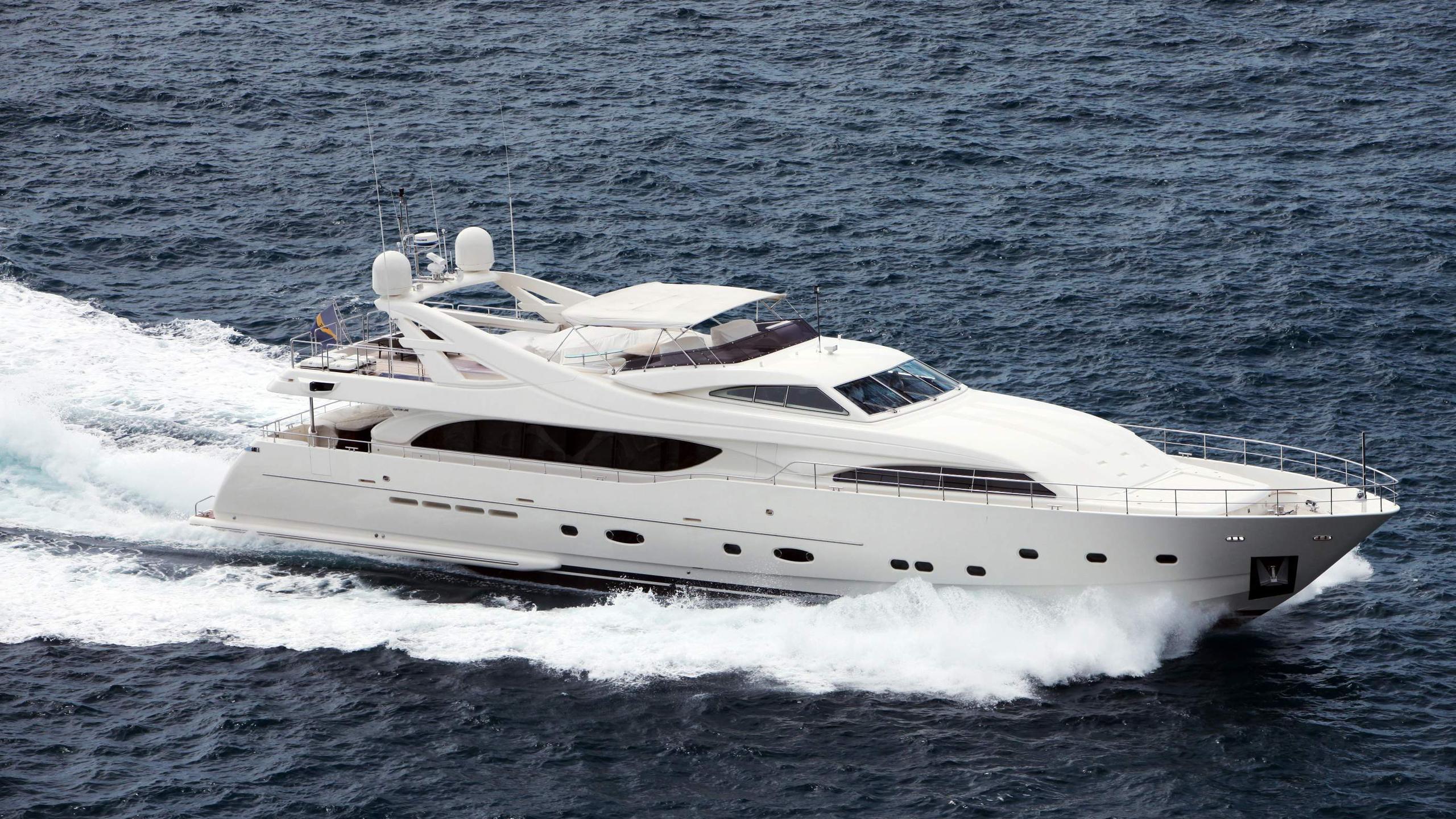 lady-maria-yacht-at-sea