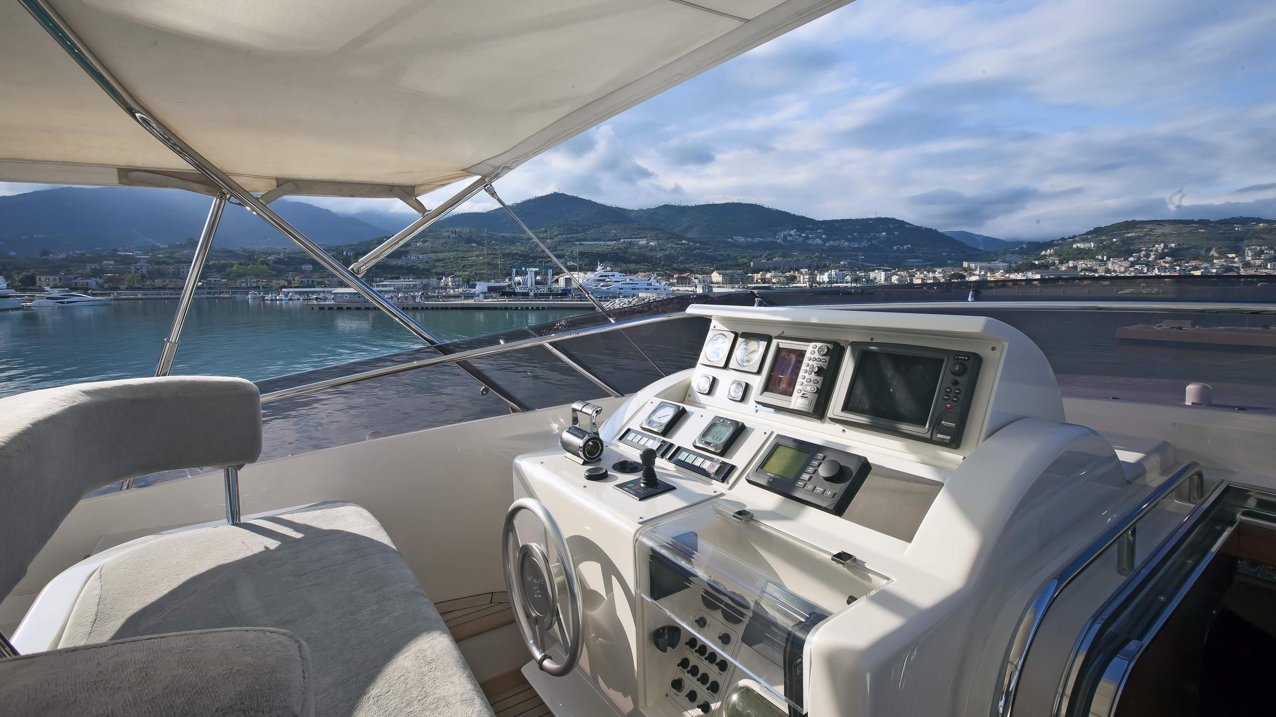 lady-maria-yacht-flybridge