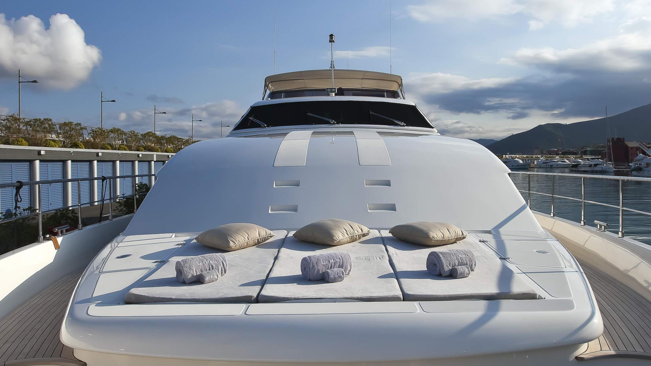 lady-maria-yacht-deck