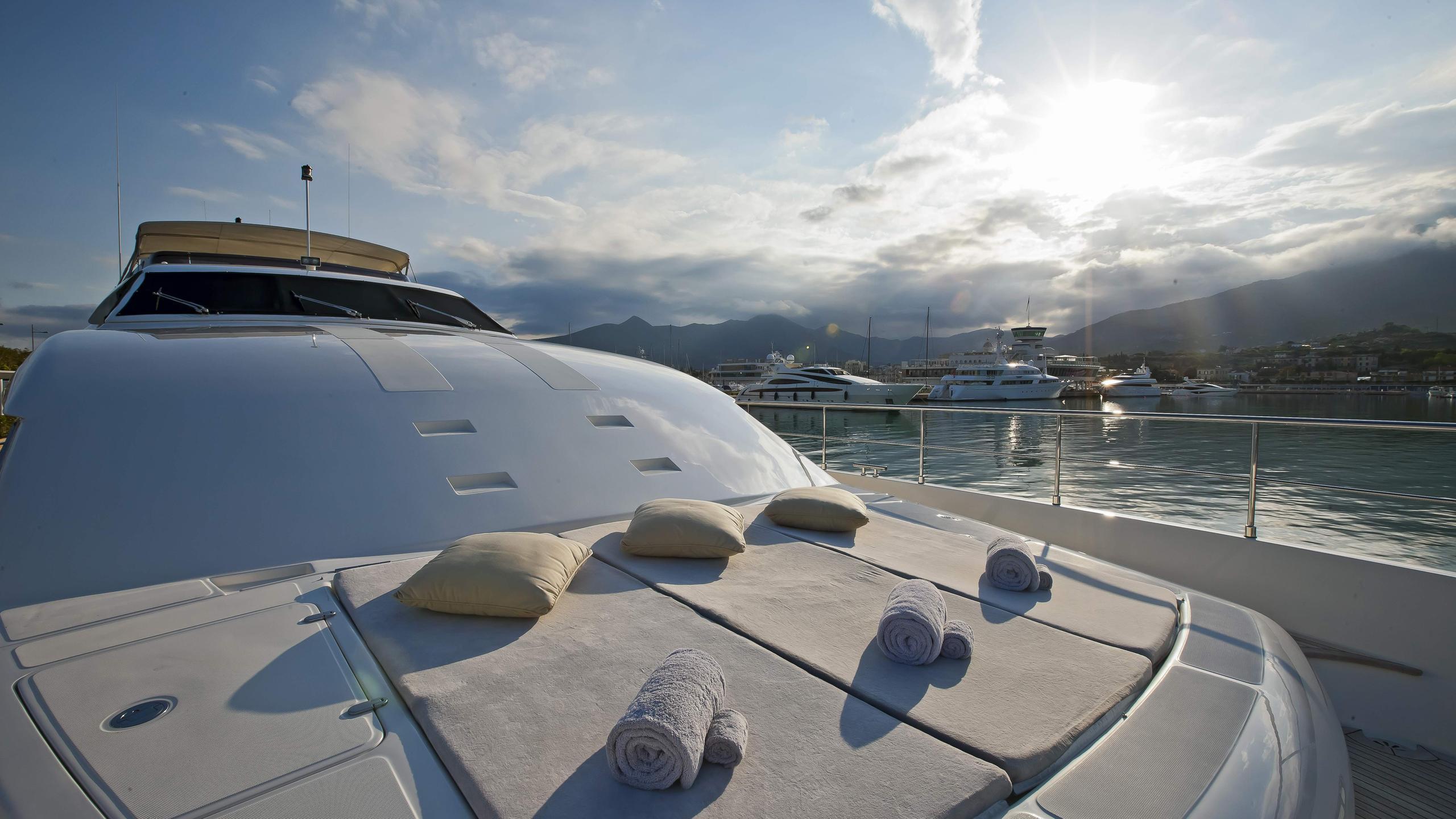lady-maria-yacht-sun-lounger