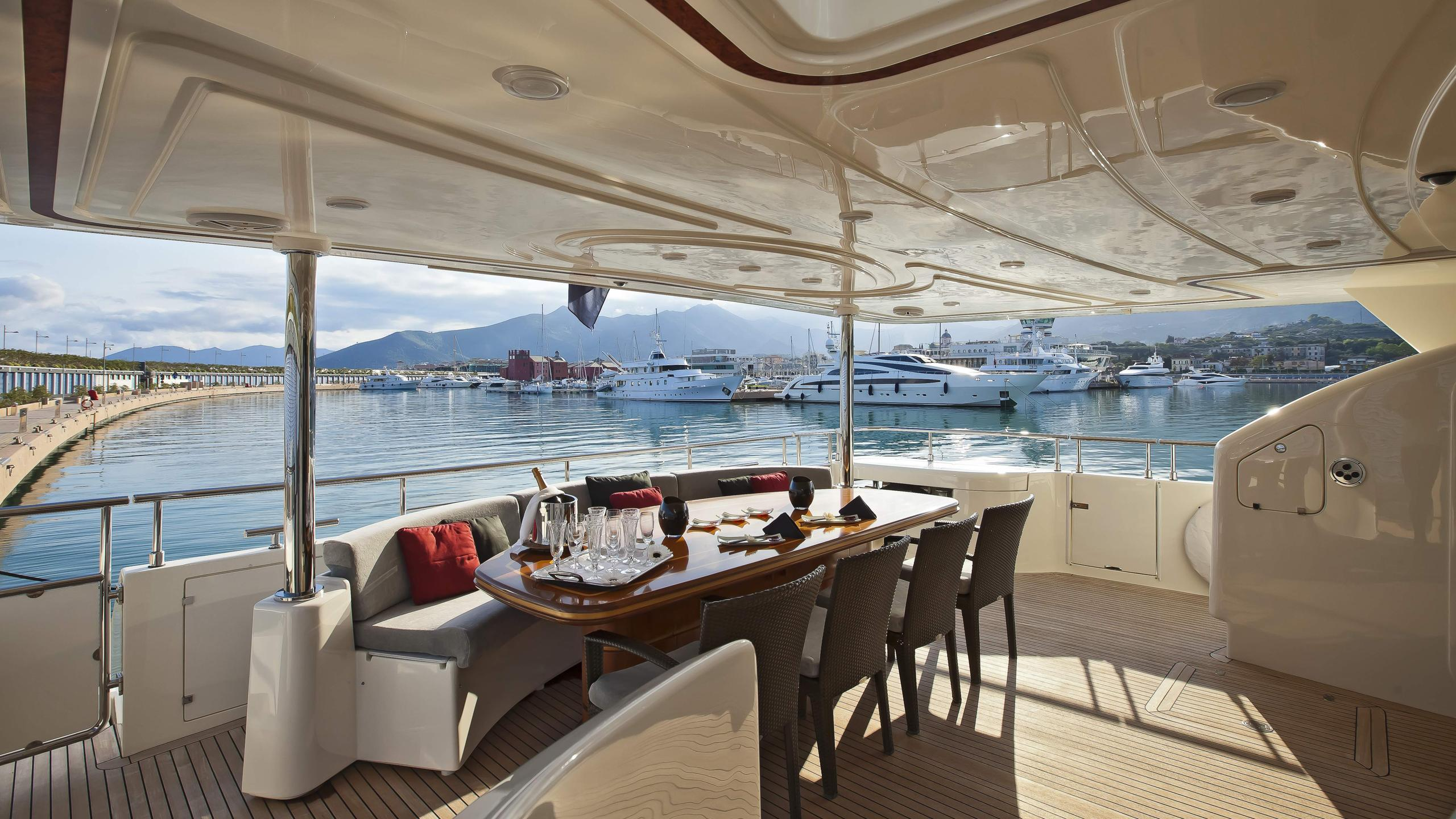 lady-maria-yacht-aft-dining