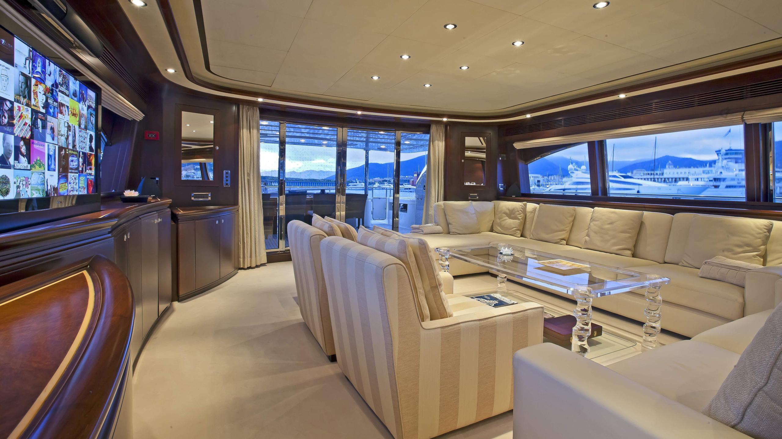 lady-maria-yacht-saloon