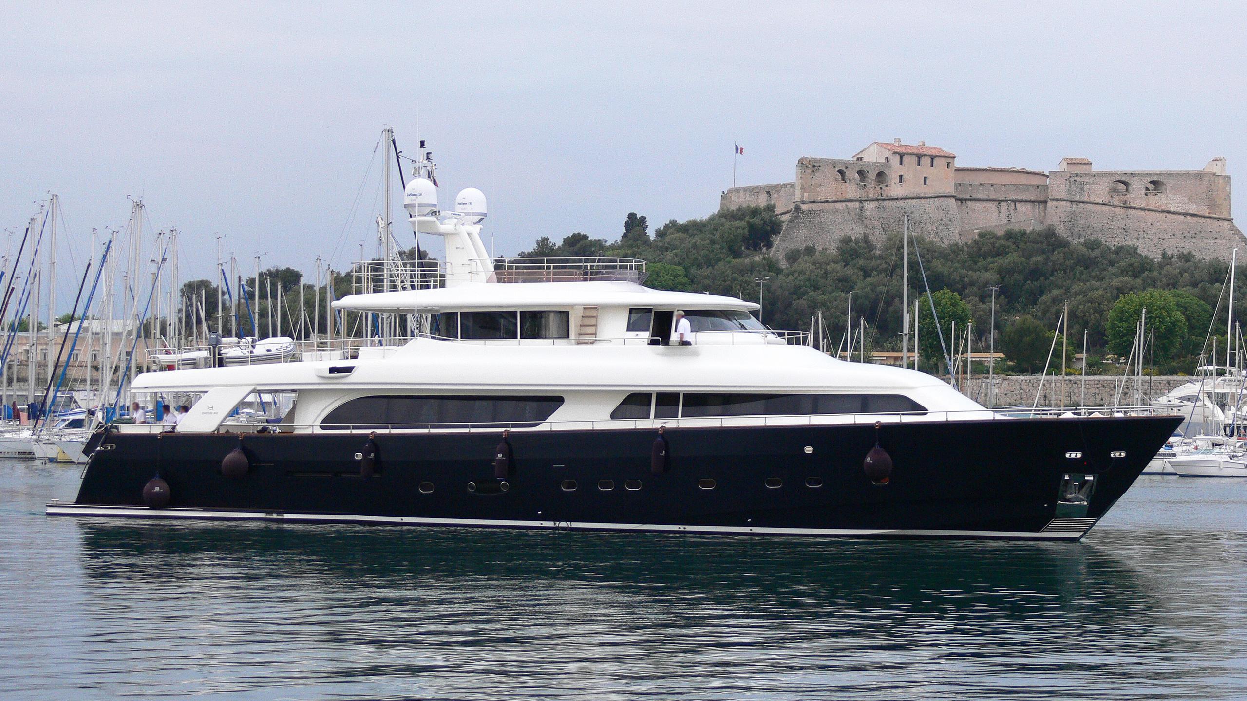 lady-soul-yacht-exterior