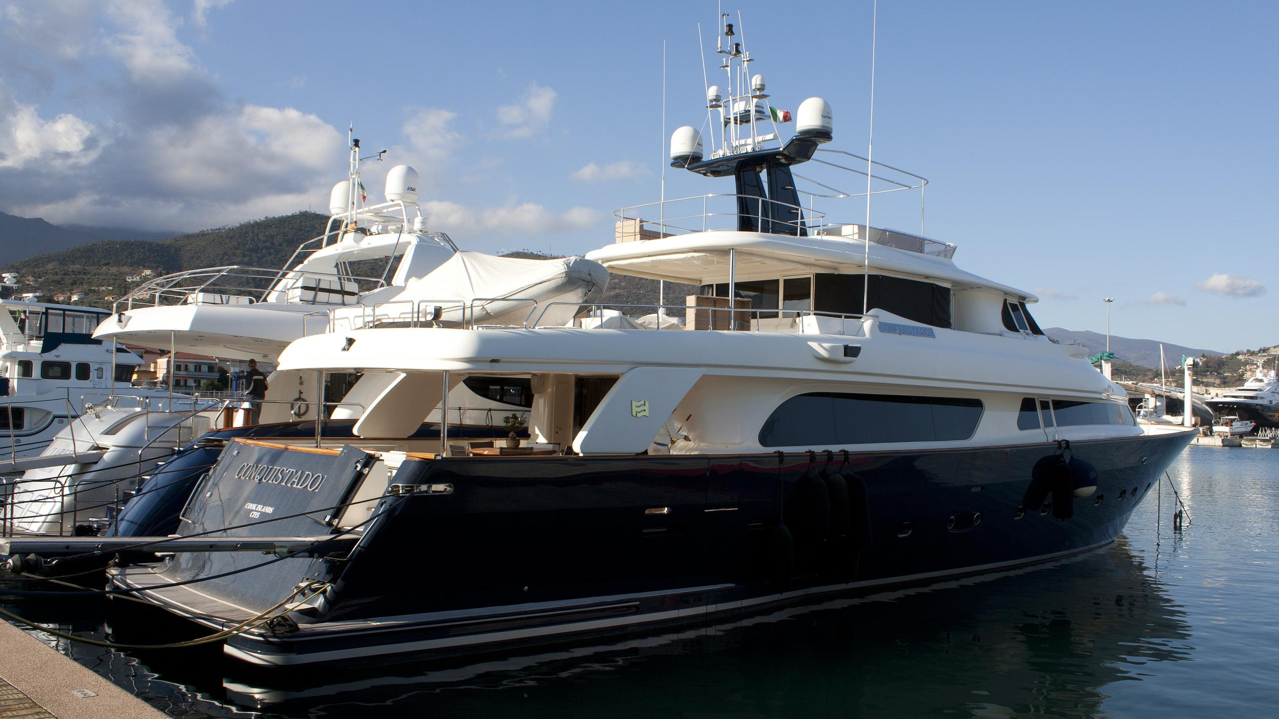 conquistador-yacht-exterior