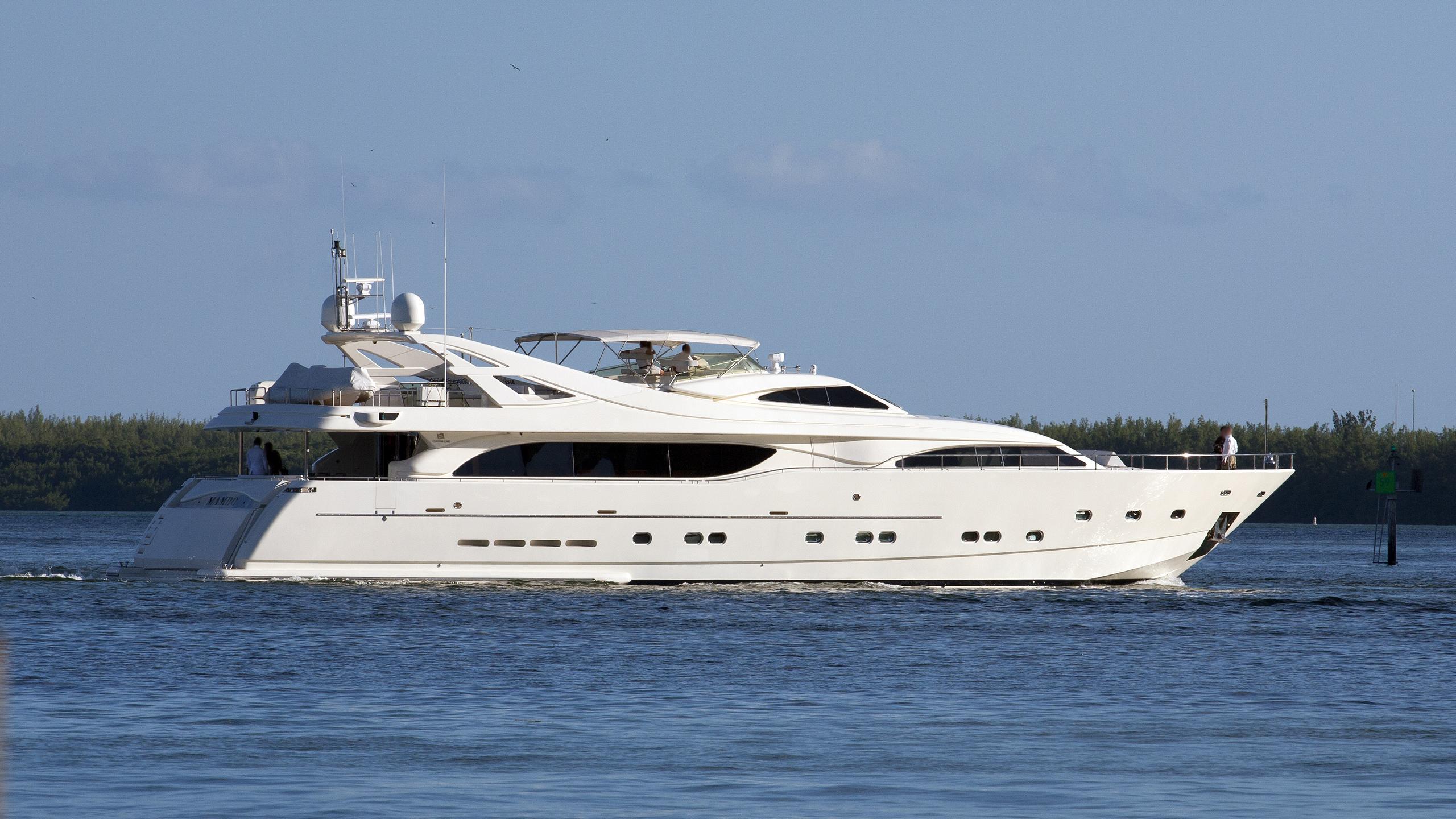 mambo-yacht-exterior