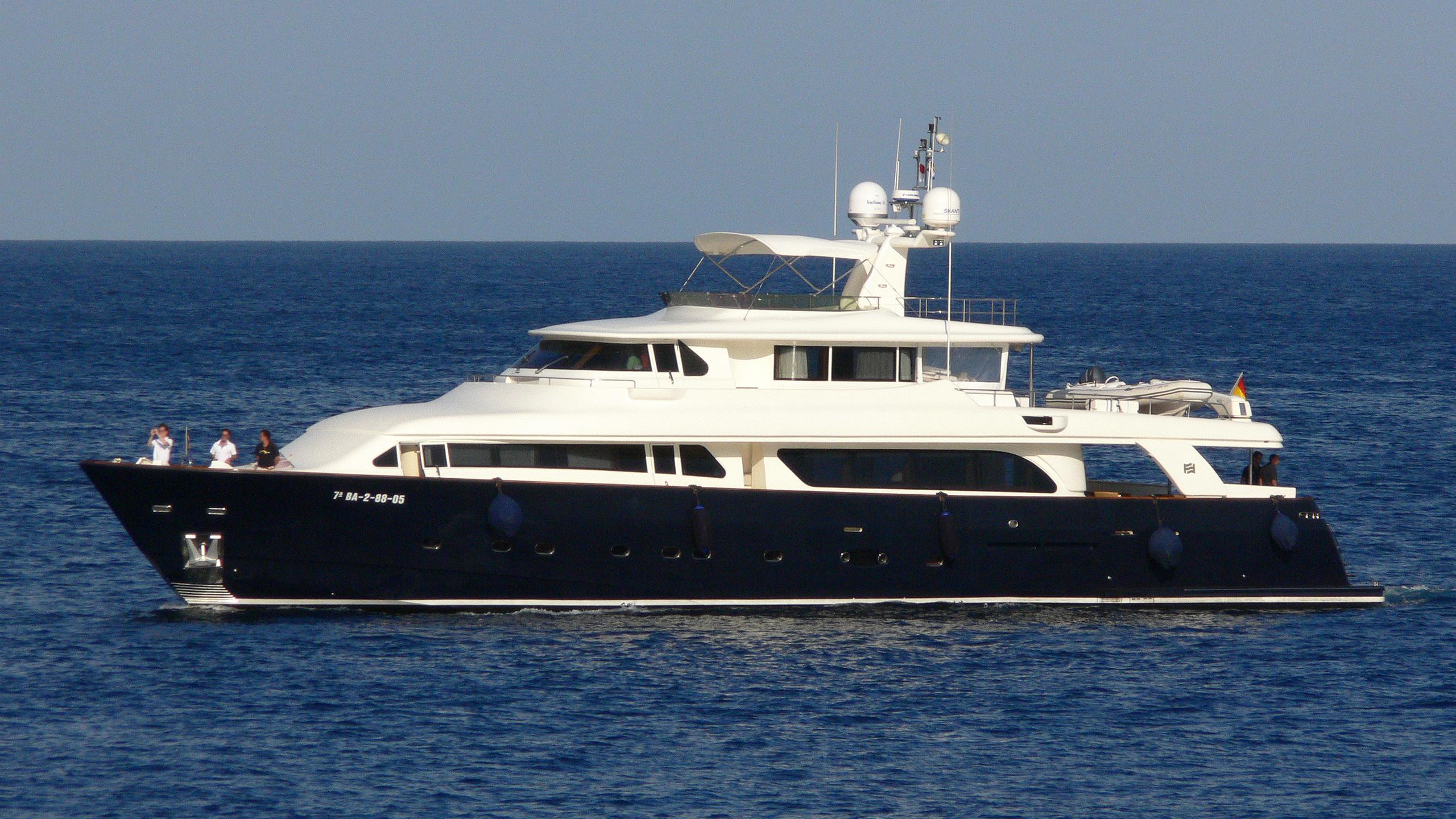 marisa-iii-yacht-exterior
