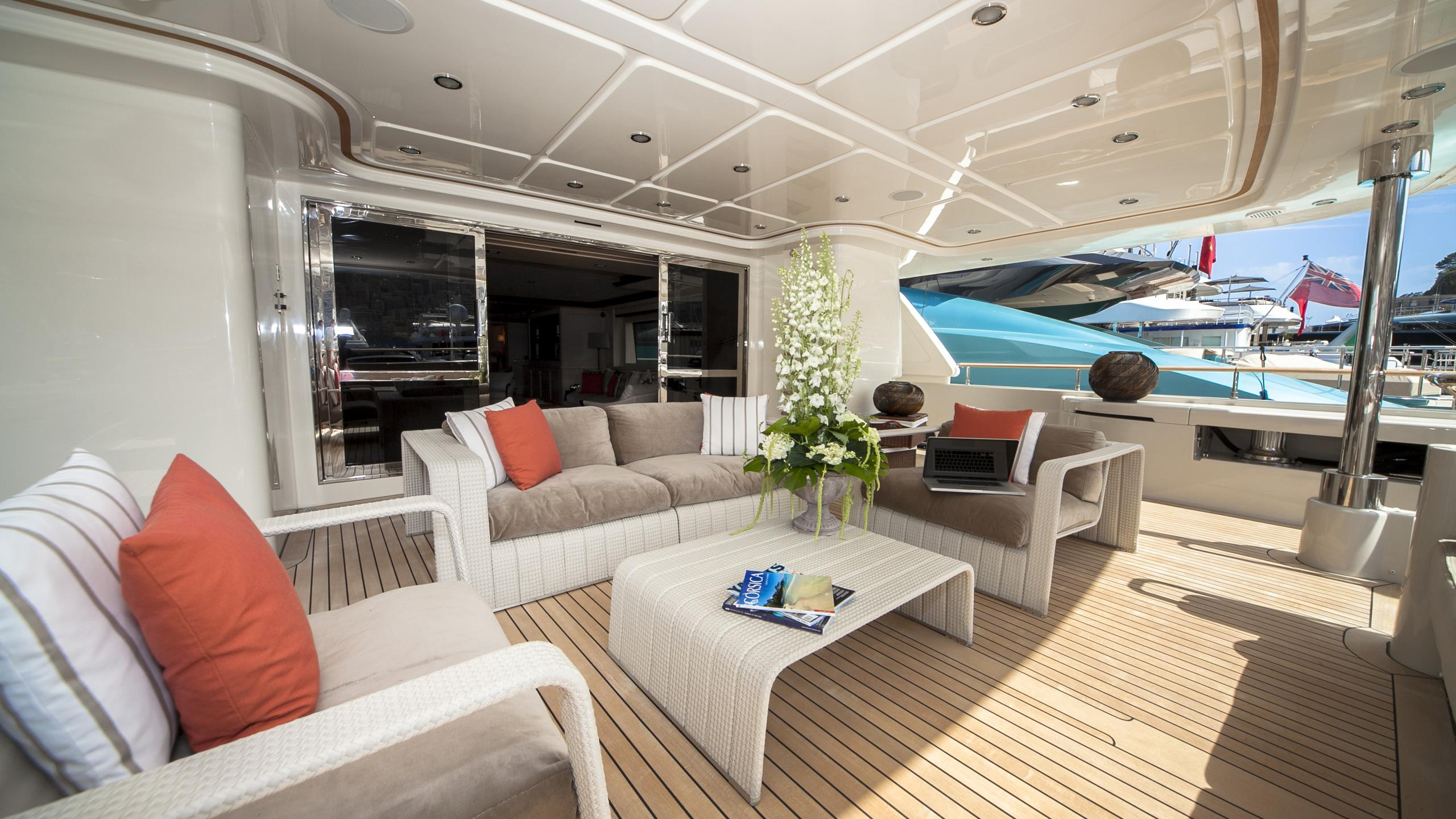 kate-yacht-aft-seating