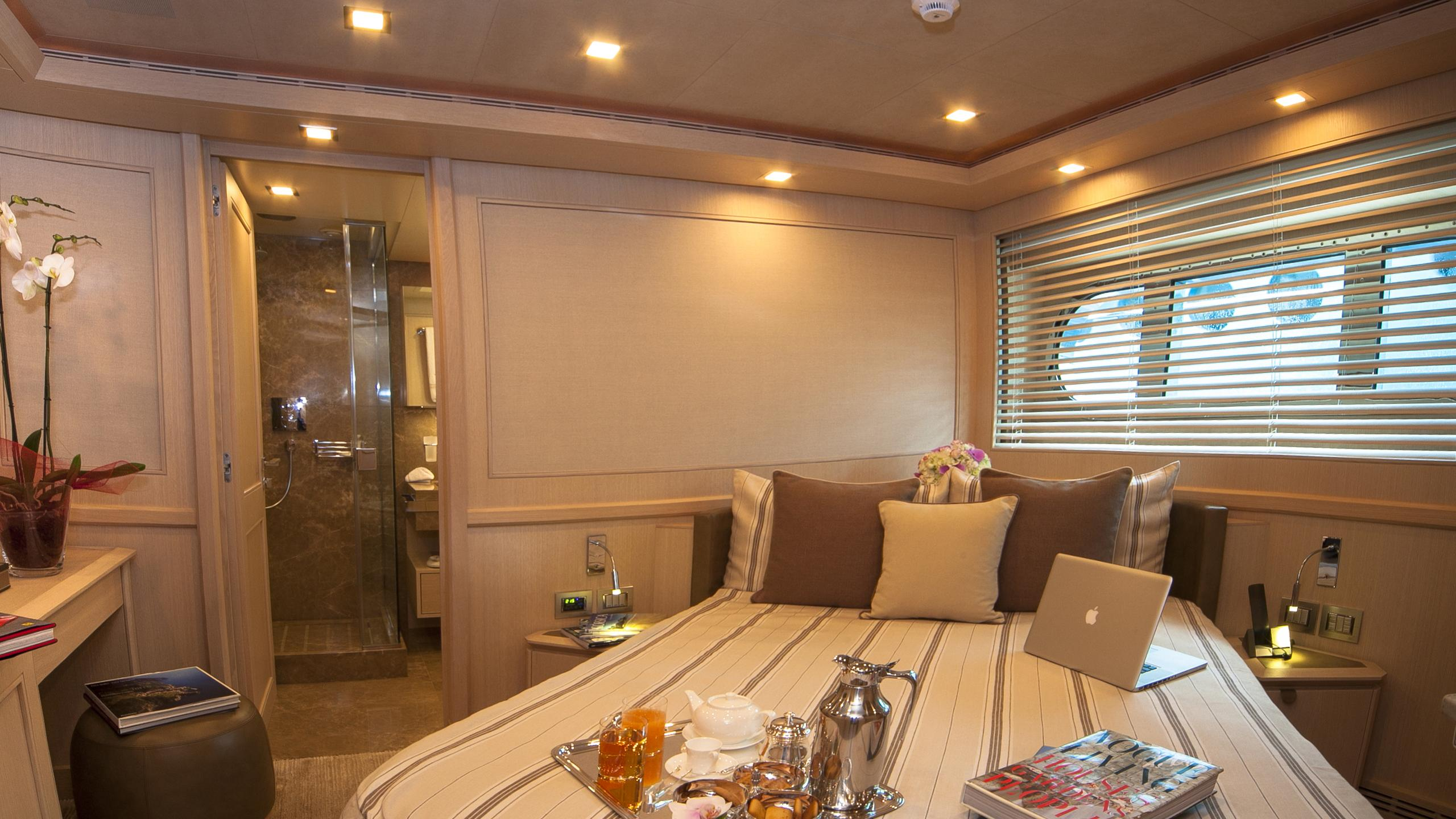 kate-yacht-double-cabin