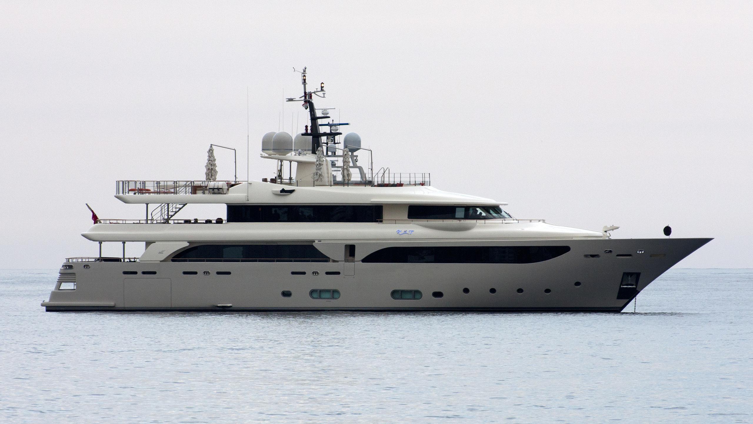 kate-yacht-exterior