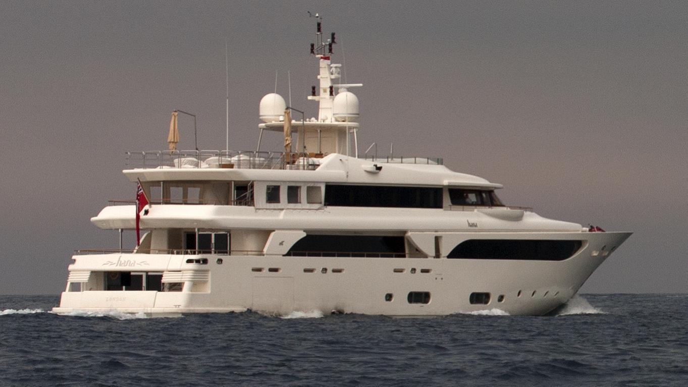hana-yacht-exterior