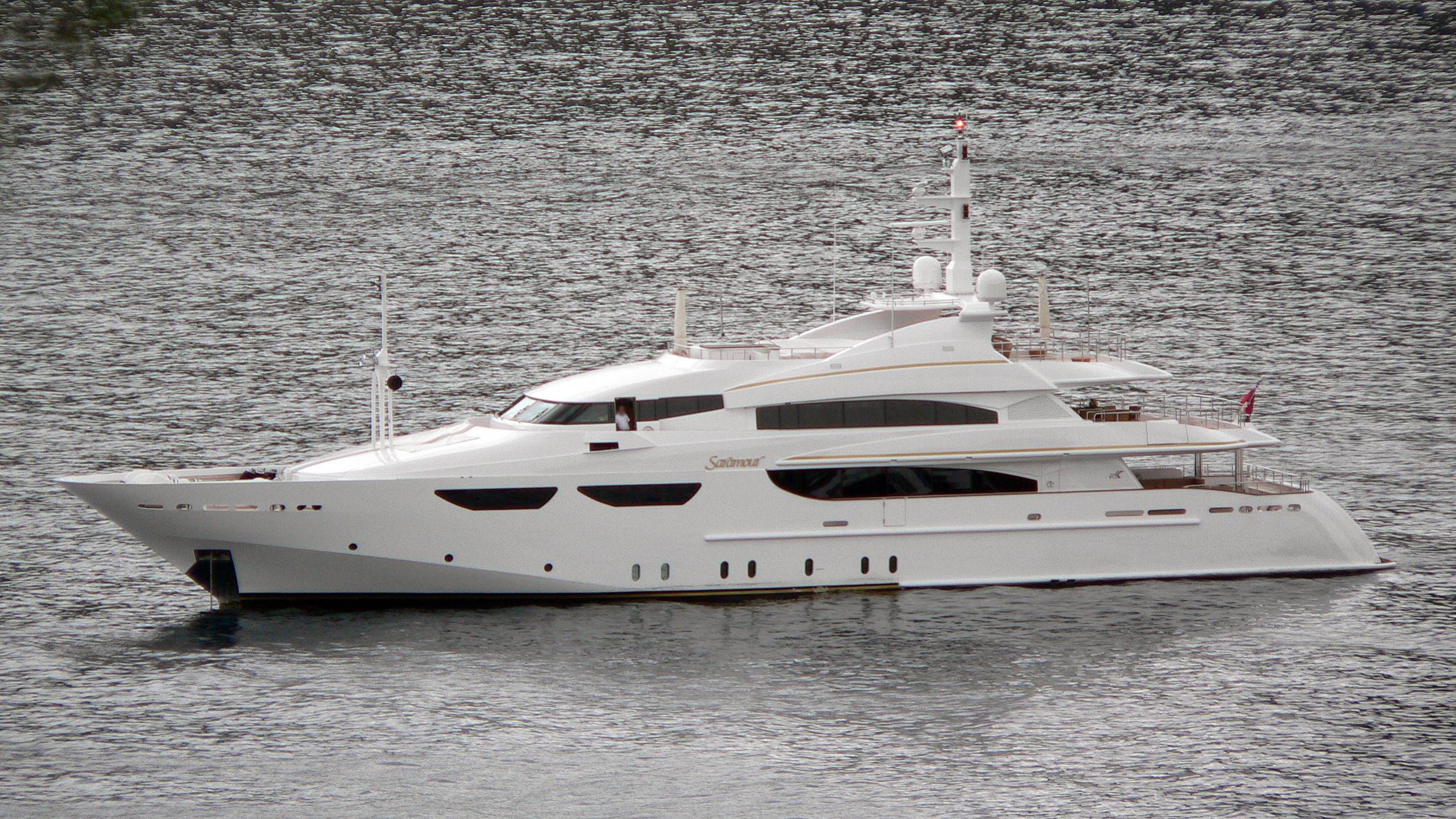 life-yacht-exterior