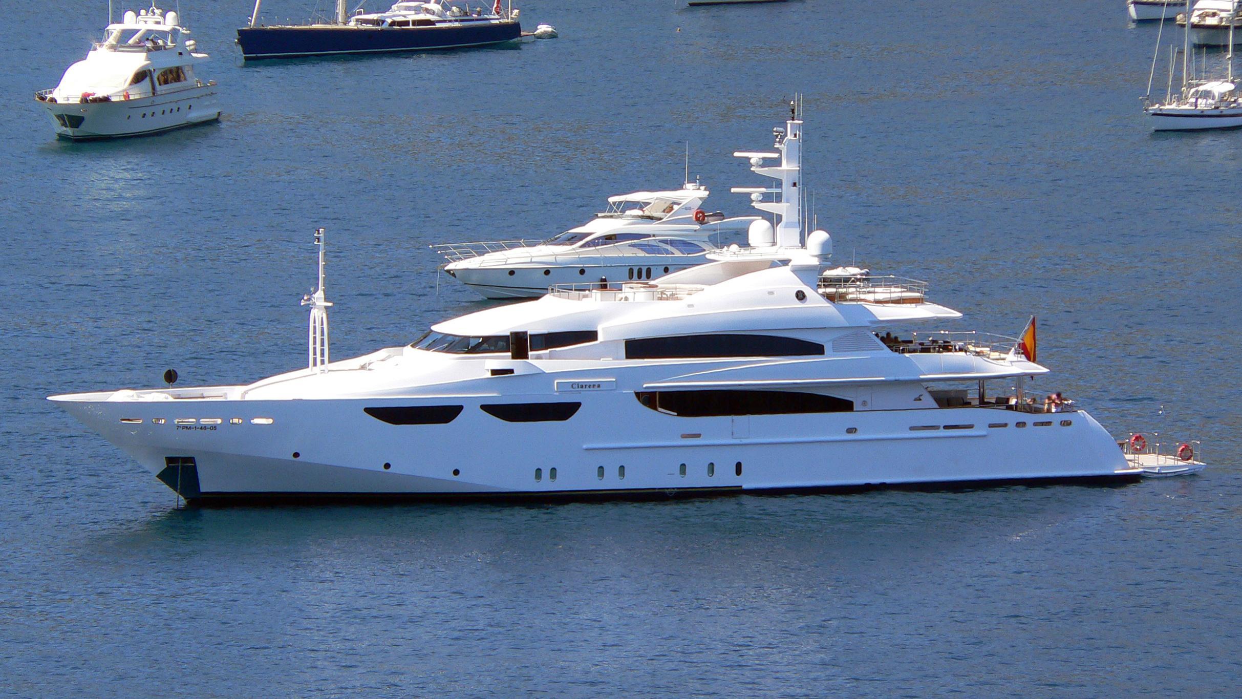 cacique-yacht-exterior