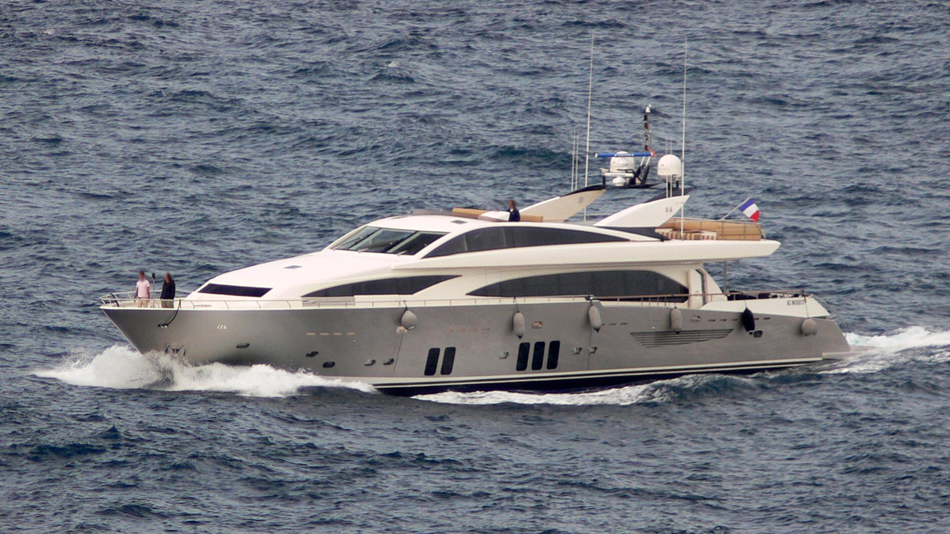 dragon-yacht-exterior