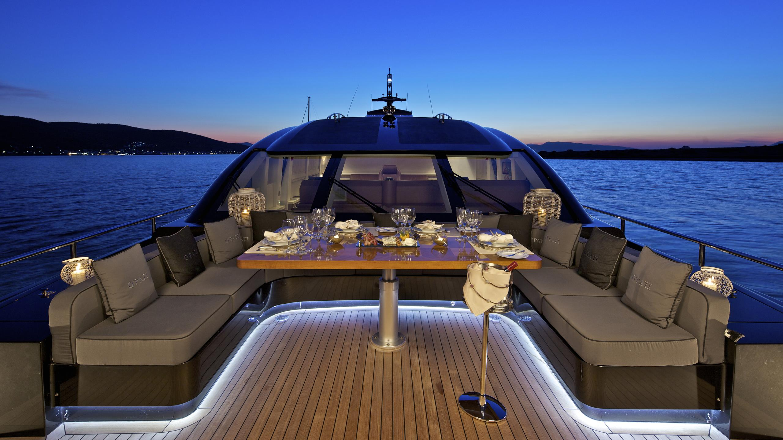 opati-yacht-fore-dining