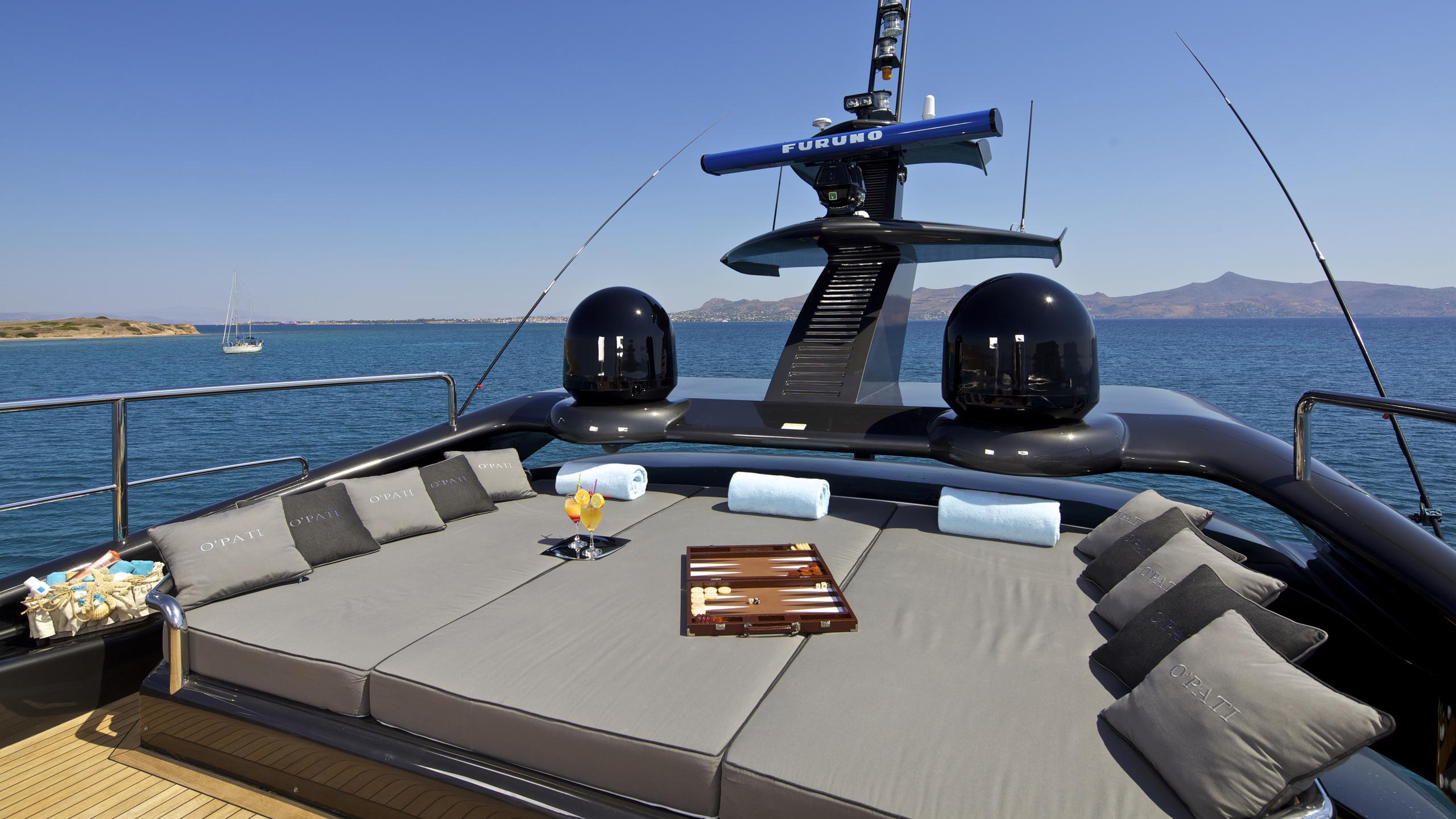 opati-yacht-fly-deck