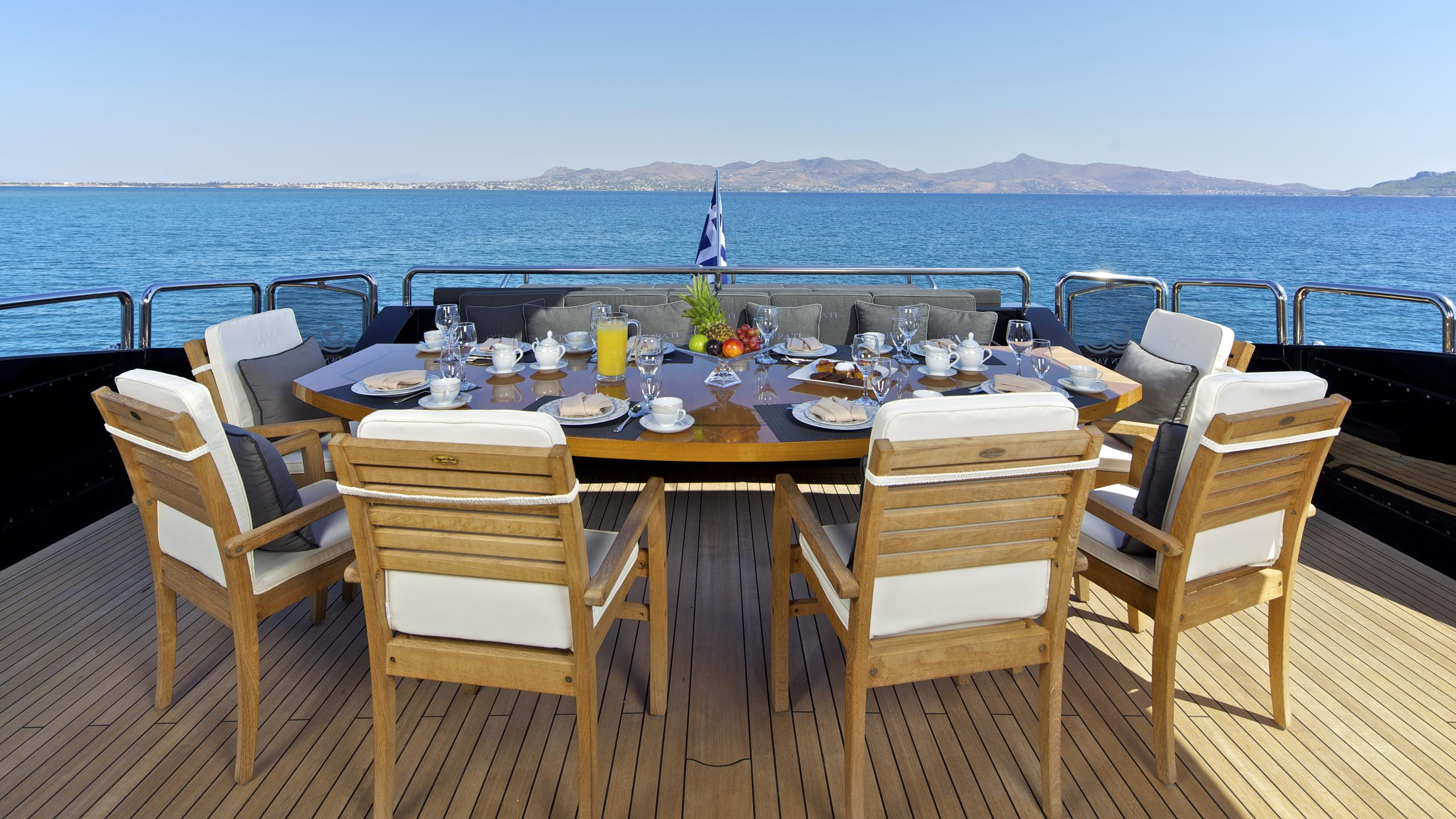 opati-yacht-aft-dining