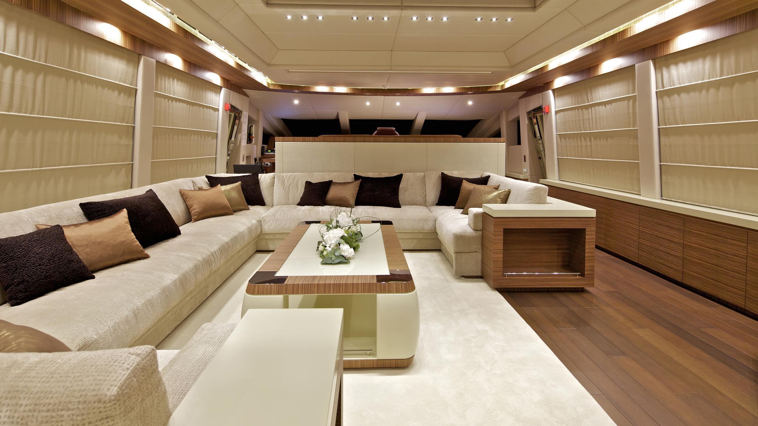 opati-yacht-saloon