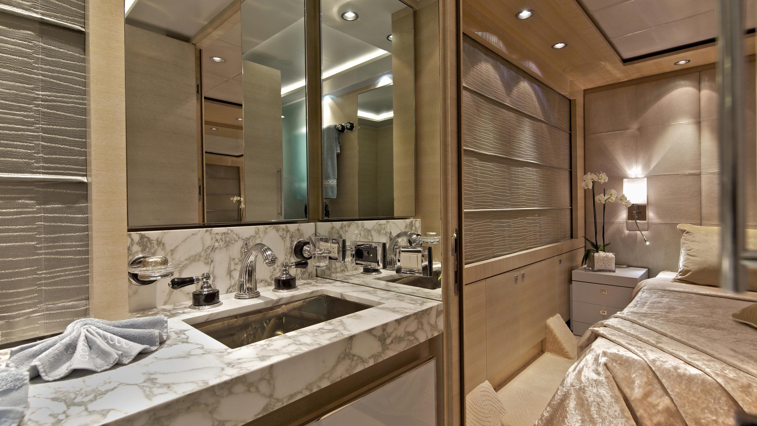 opati-yacht-bathroom