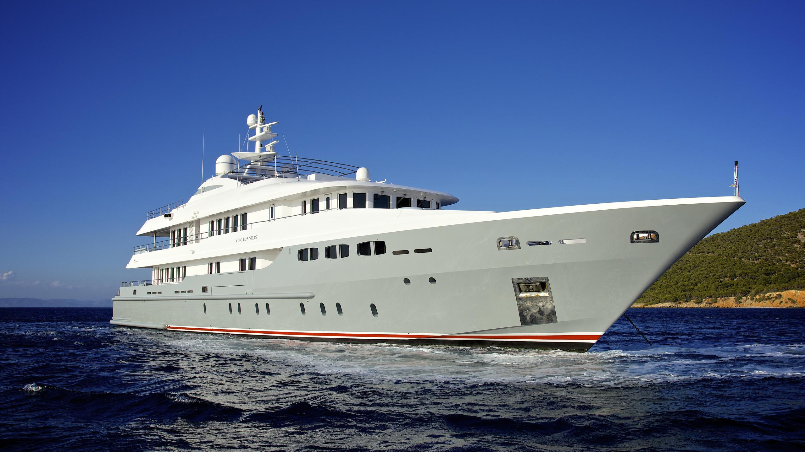 oceanos-yacht-bow