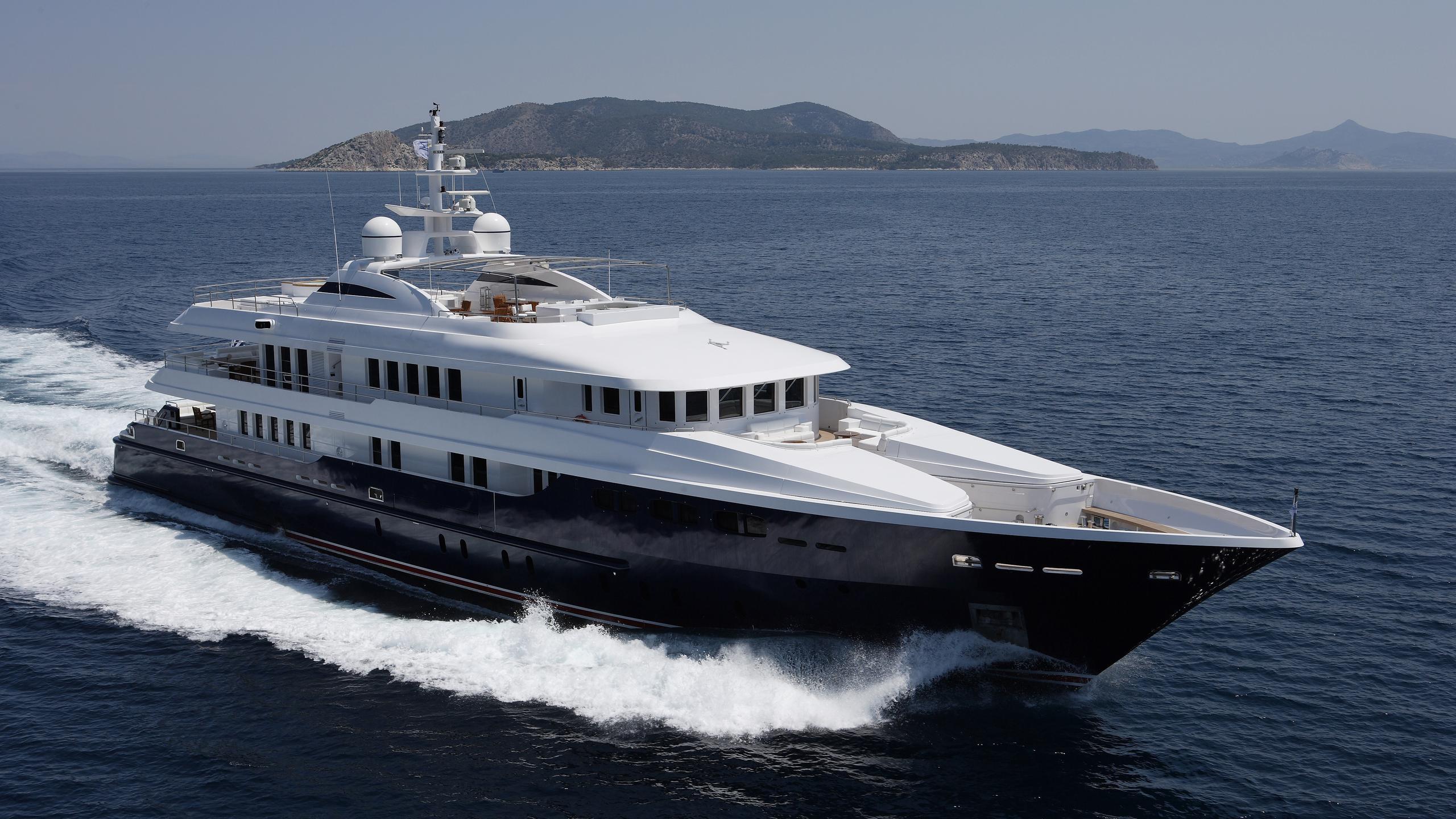 oceanos-yacht-cruising