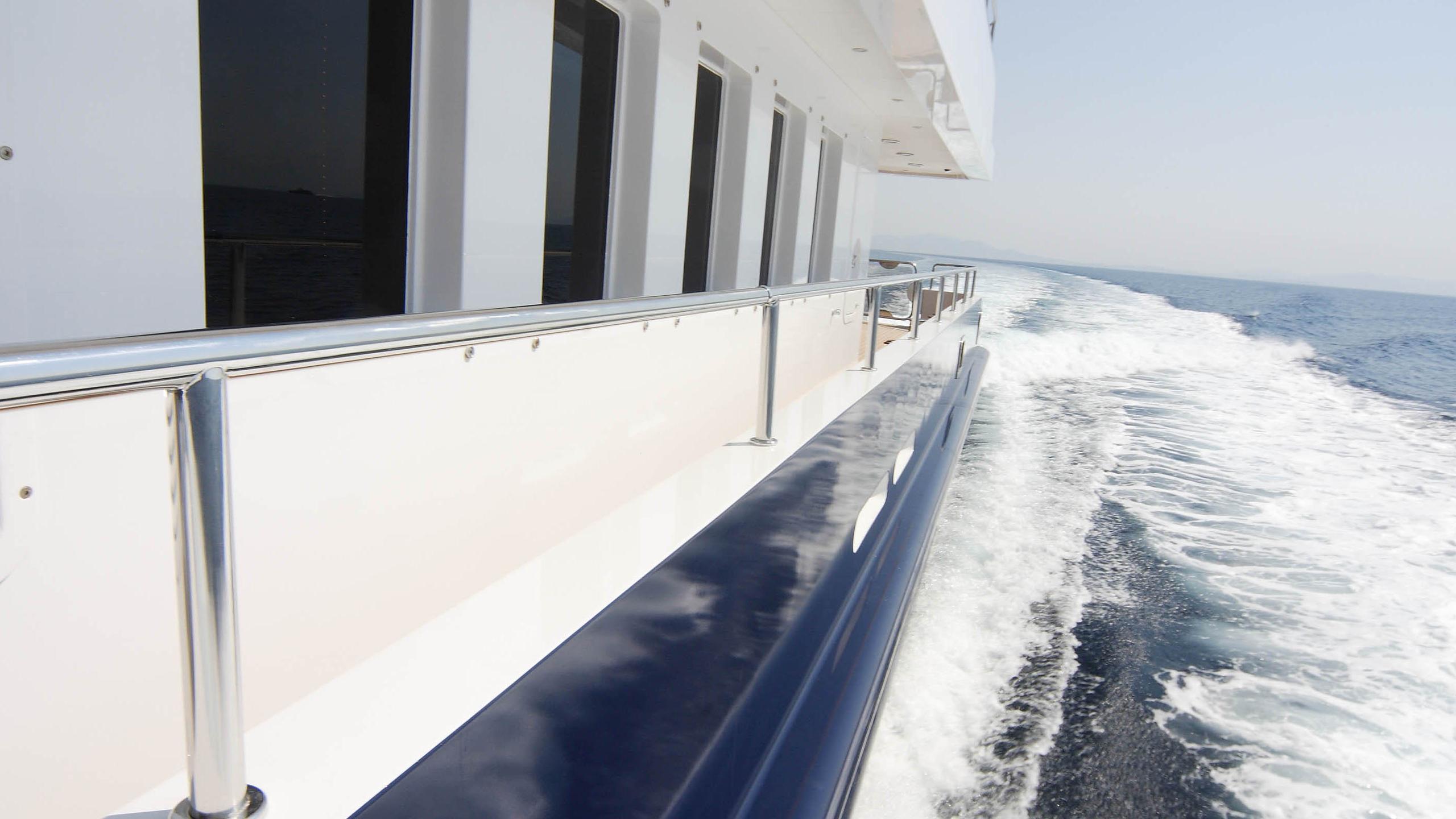 oceanos-yacht-side-deck