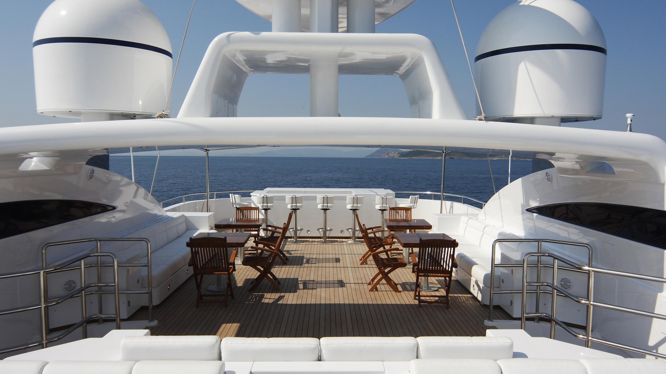 oceanos-yacht-sun-lounge
