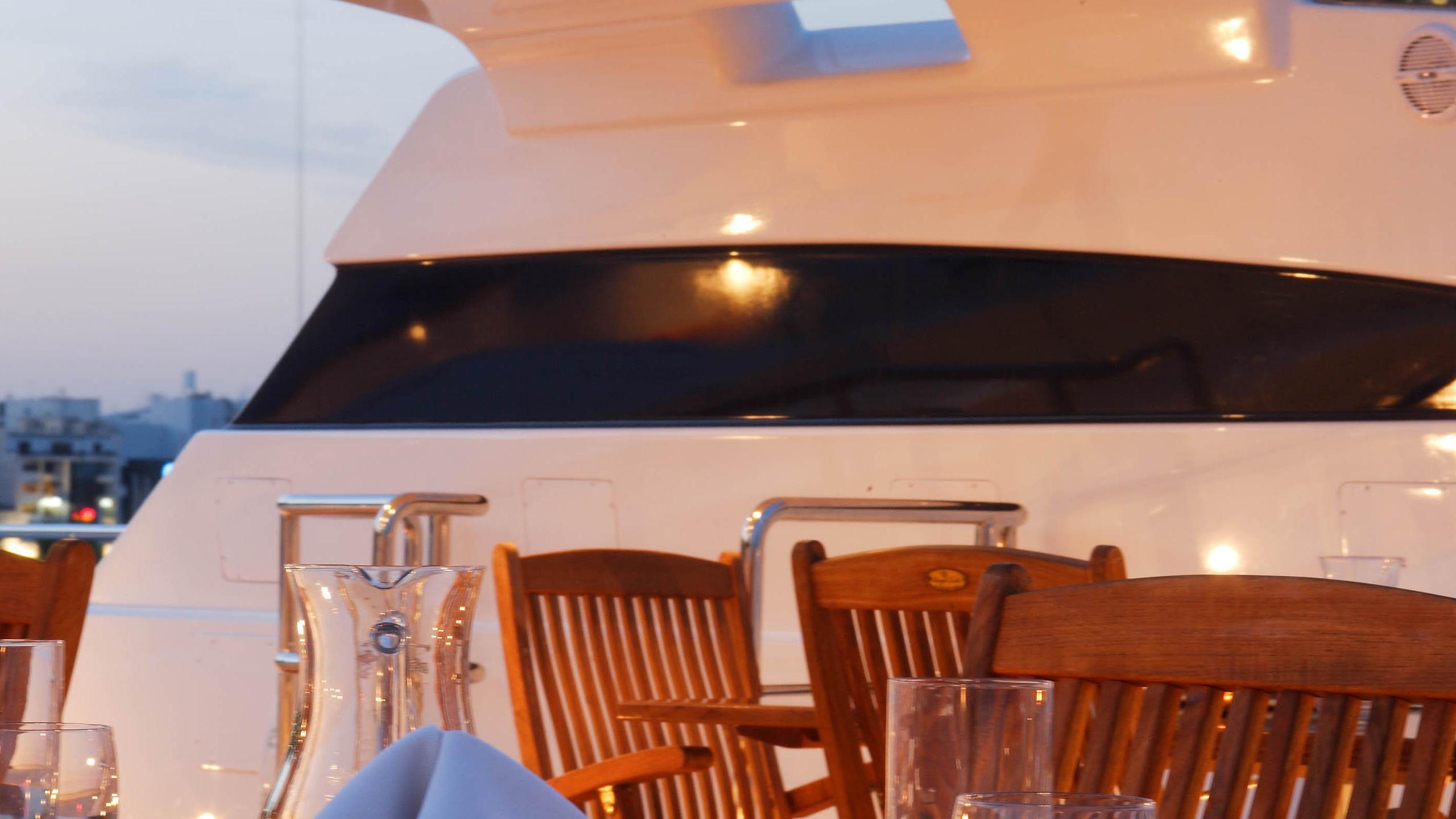 oceanos-yacht-exterior-dining
