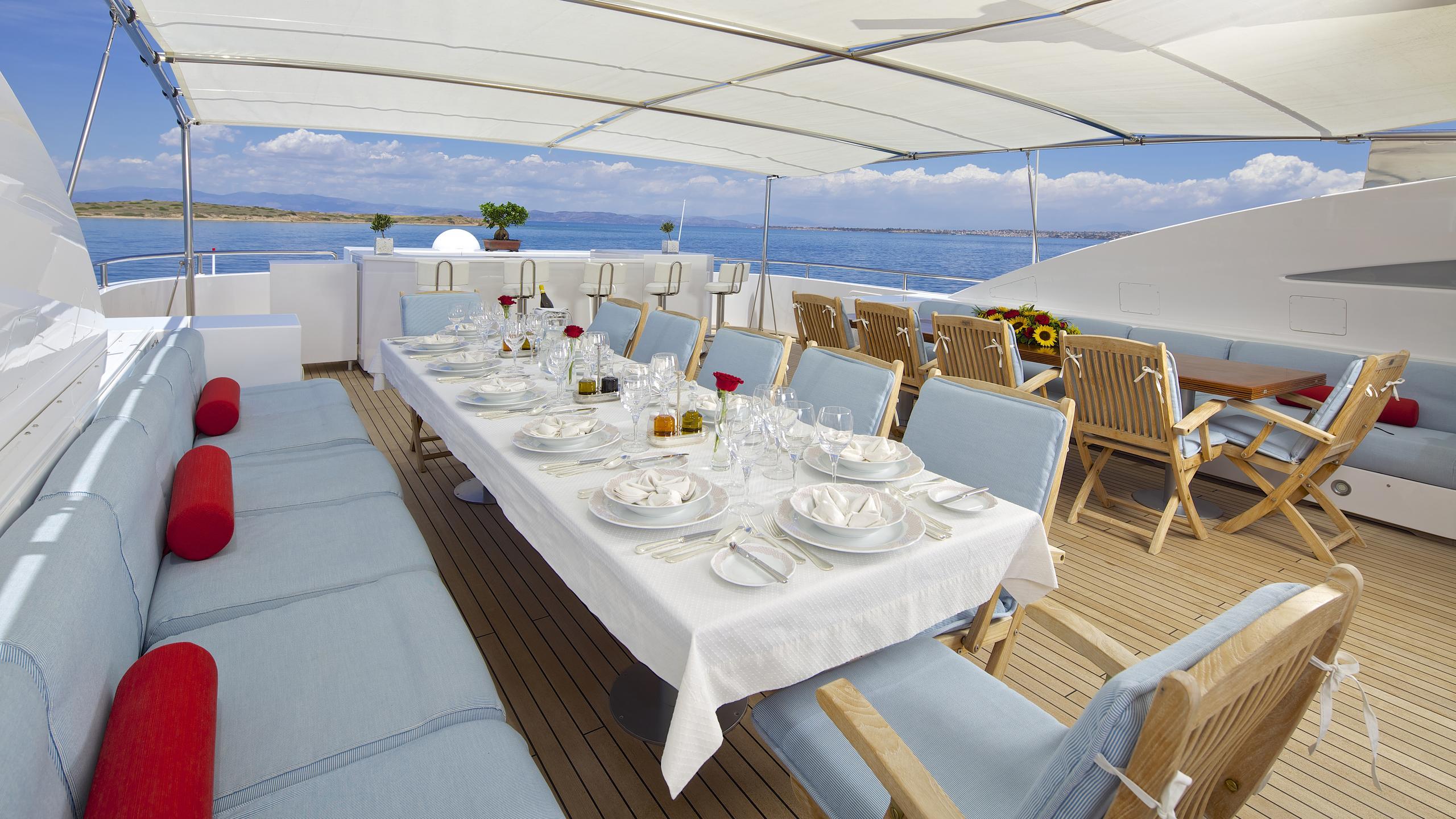oceanos-yacht-fly-deck-dining