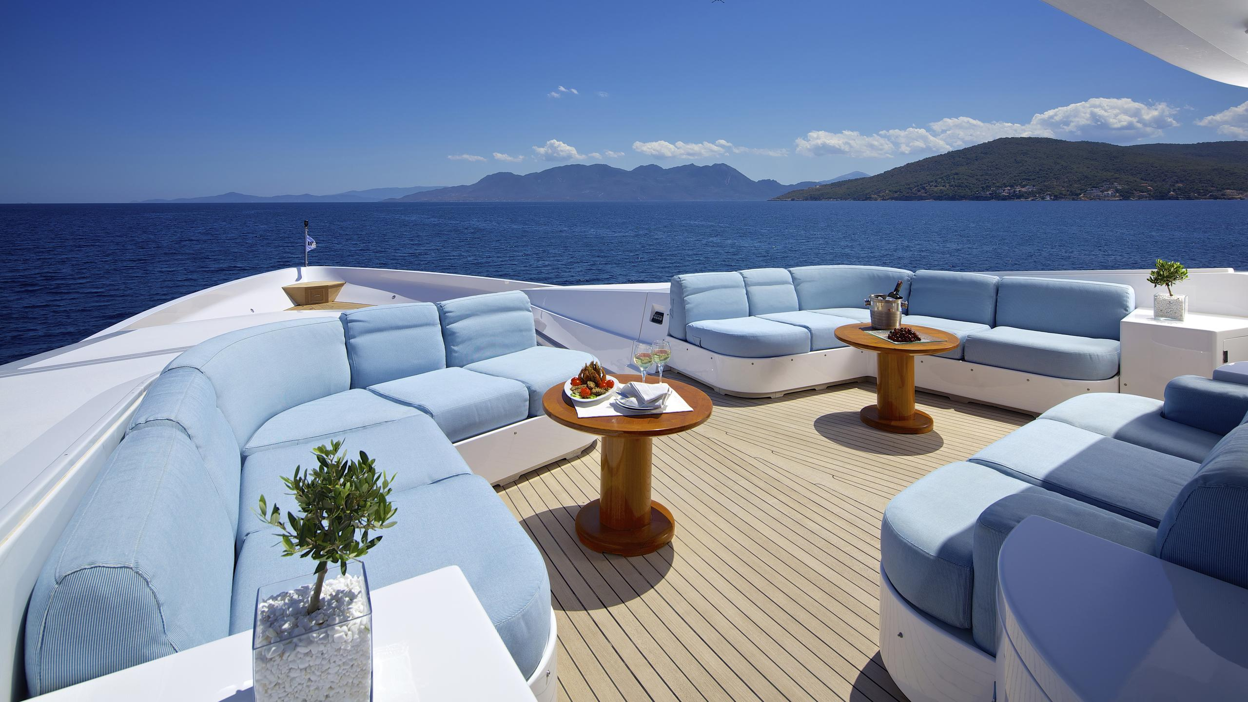 oceanos-yacht-bow-seating