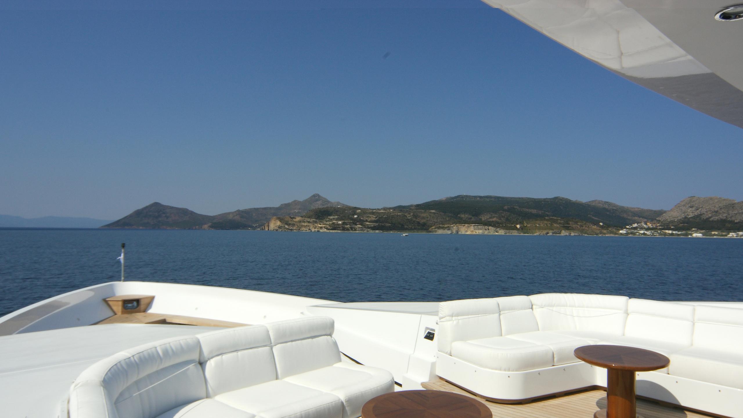 oceanos-yacht-deck