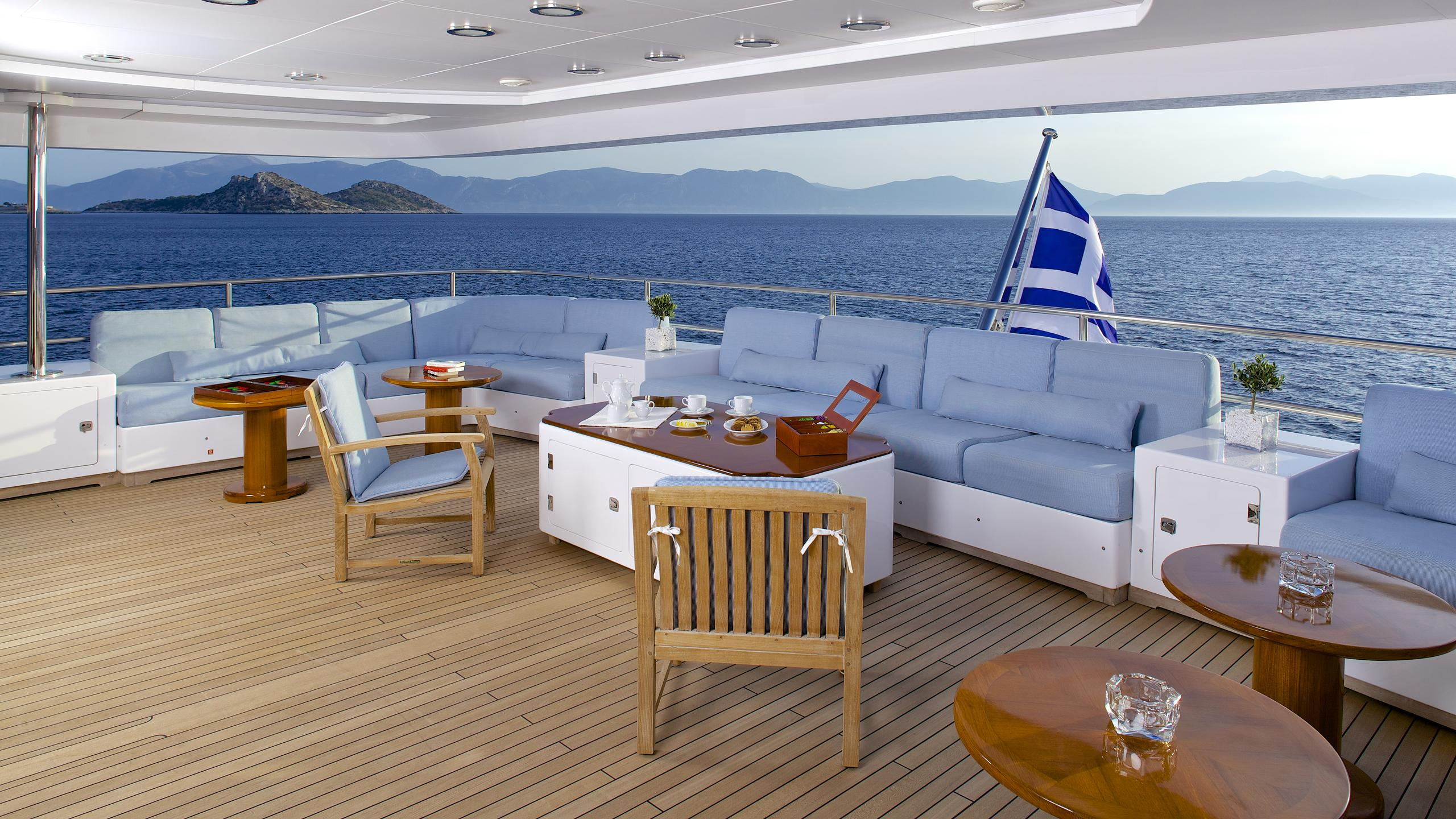 oceanos-yacht-aft-seating