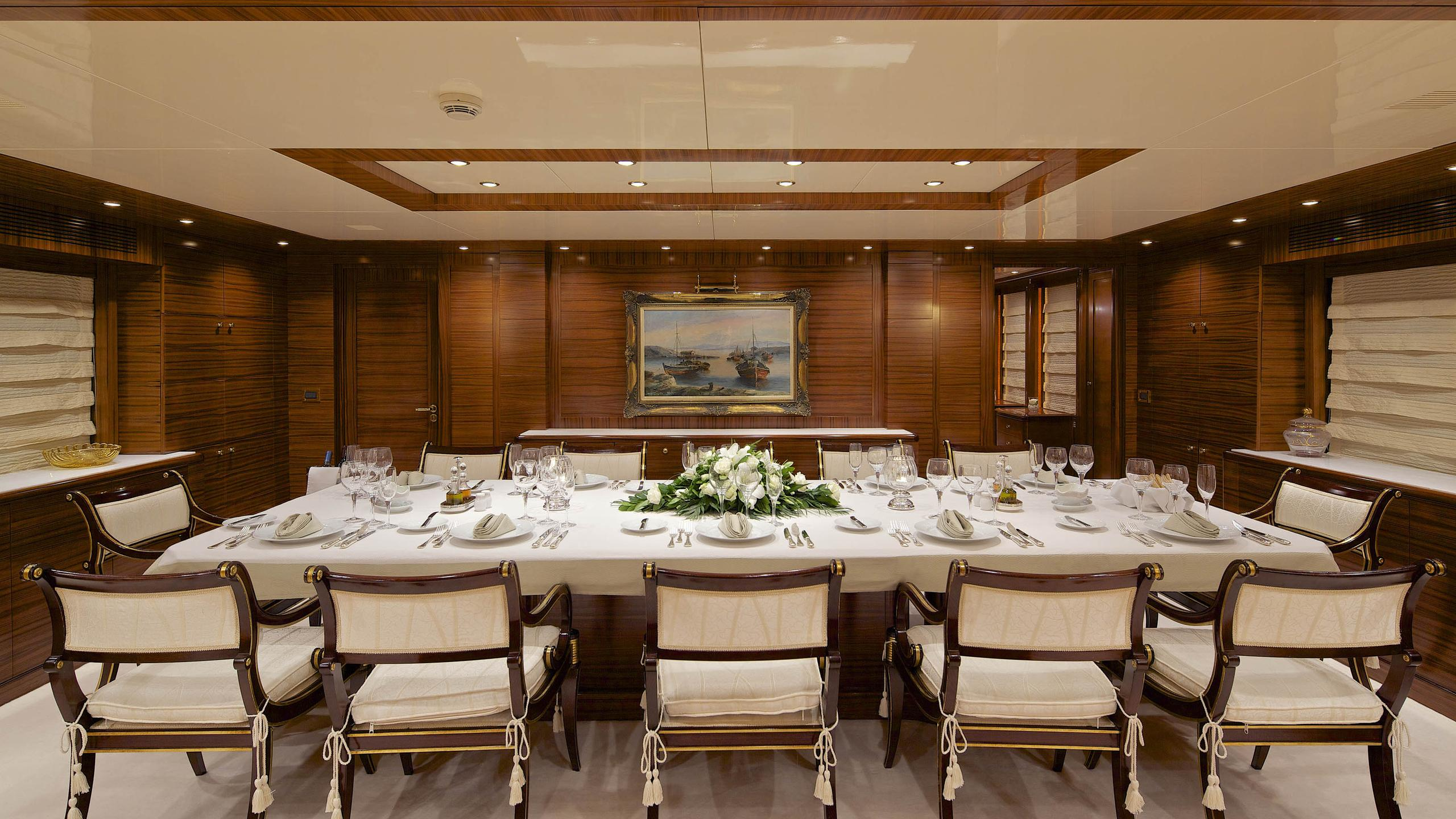 oceanos-yacht-formal-dining