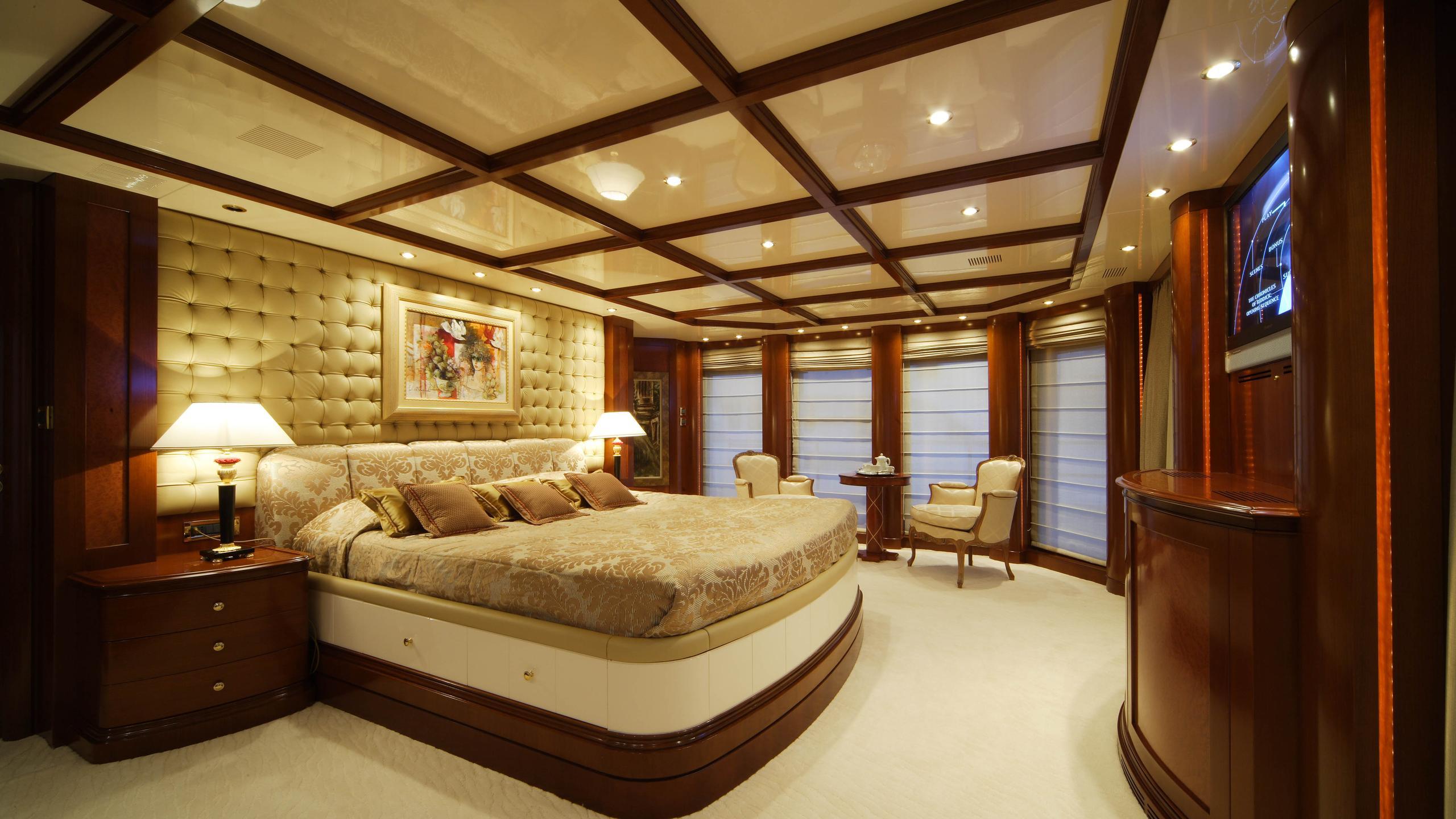 oceanos-yacht-master-cabin