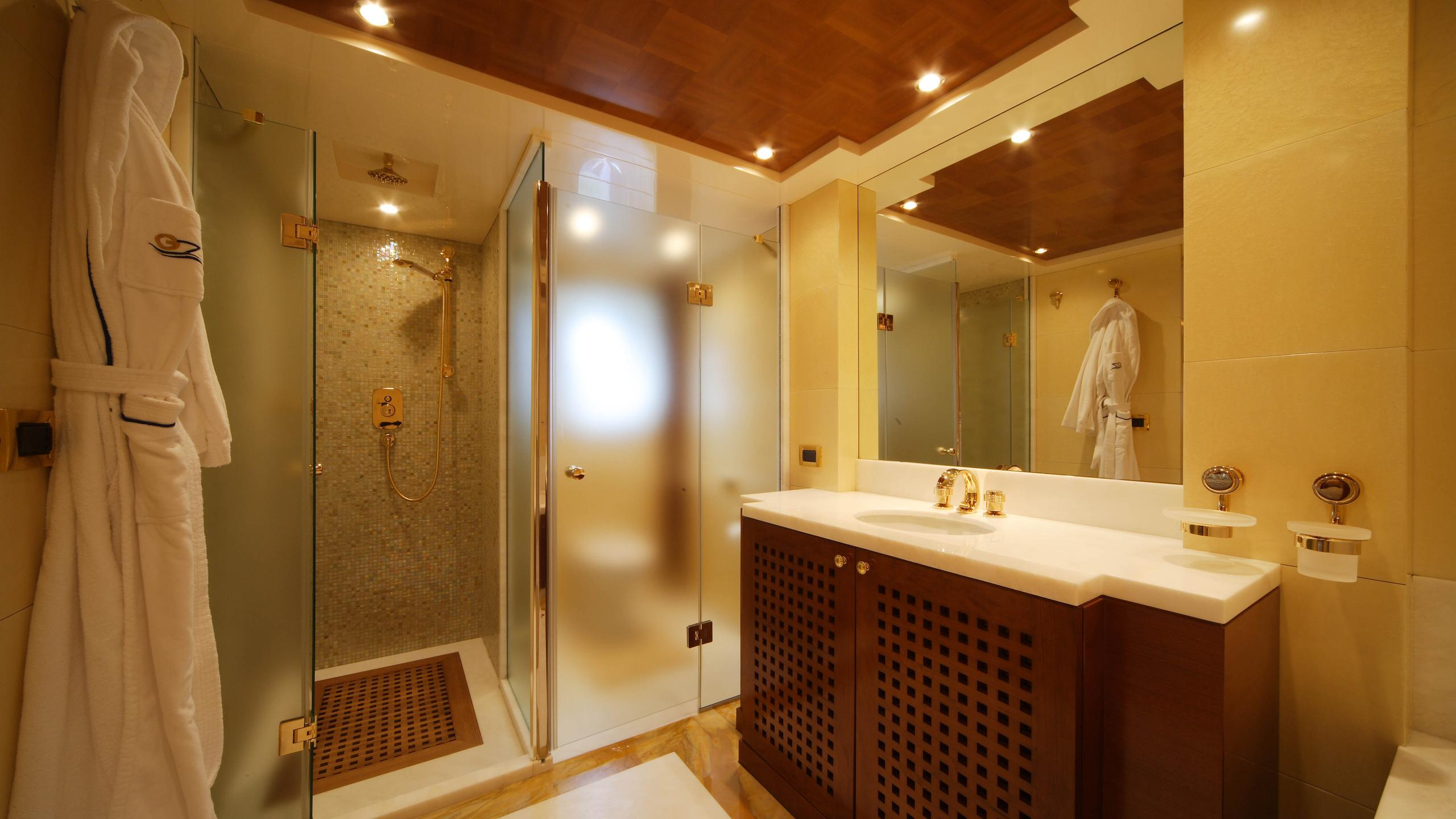 oceanos-yacht-bathroom