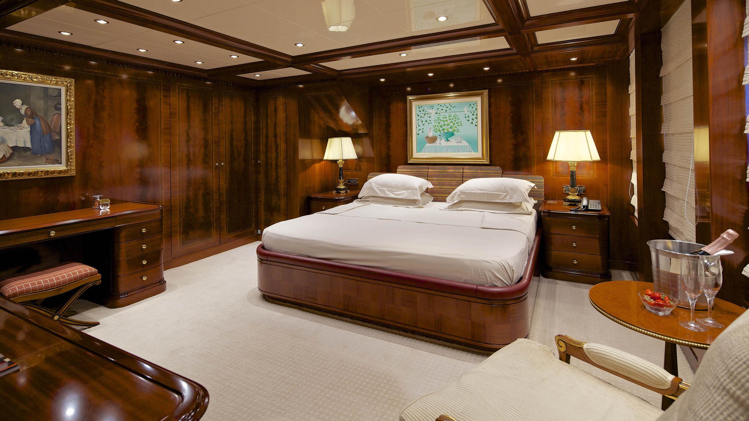 oceanos-yacht-vip-cabin