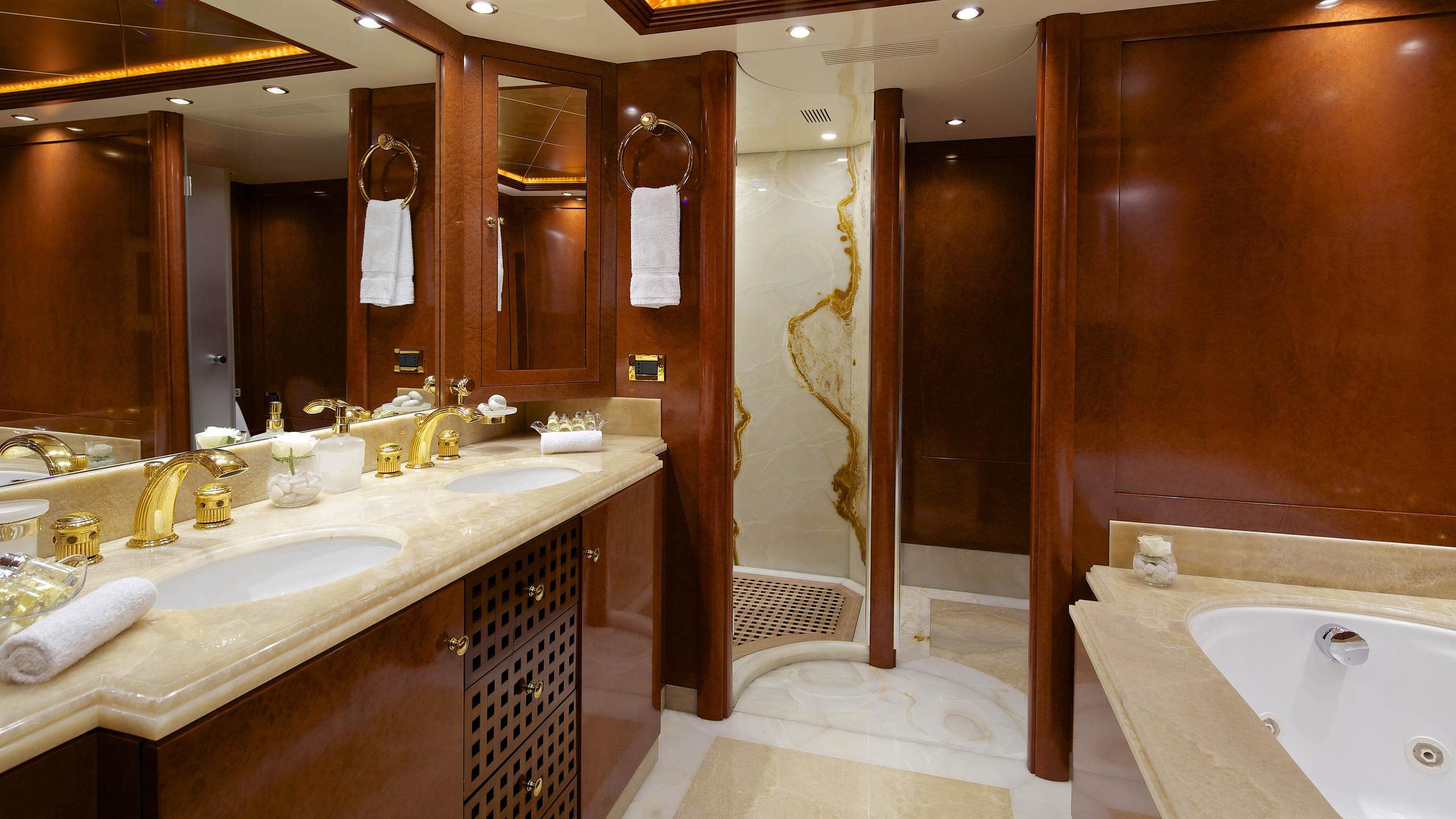 oceanos-yacht-master-bathroom