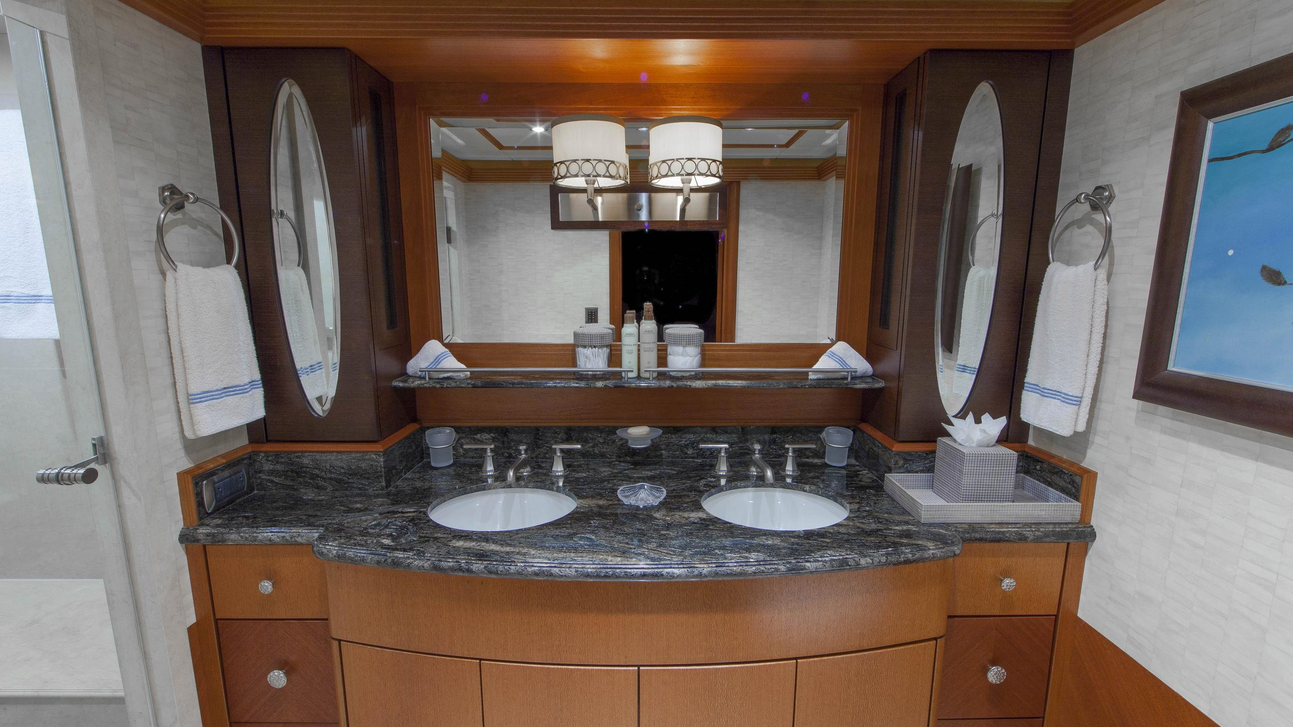 skyfall-yacht-double-bathroom