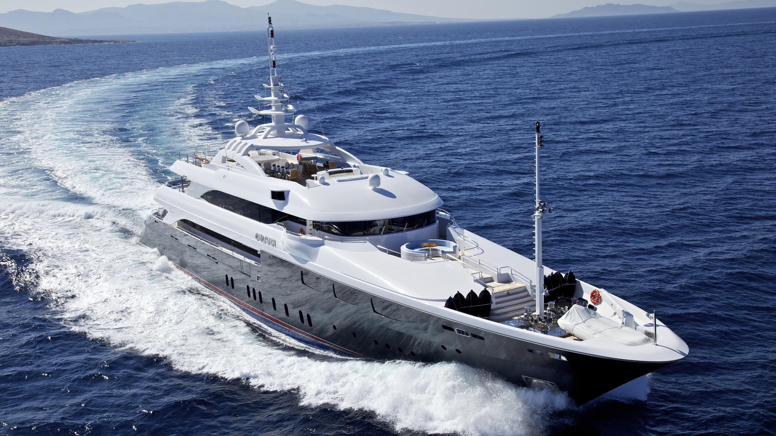 o'rama-yacht-at-sea