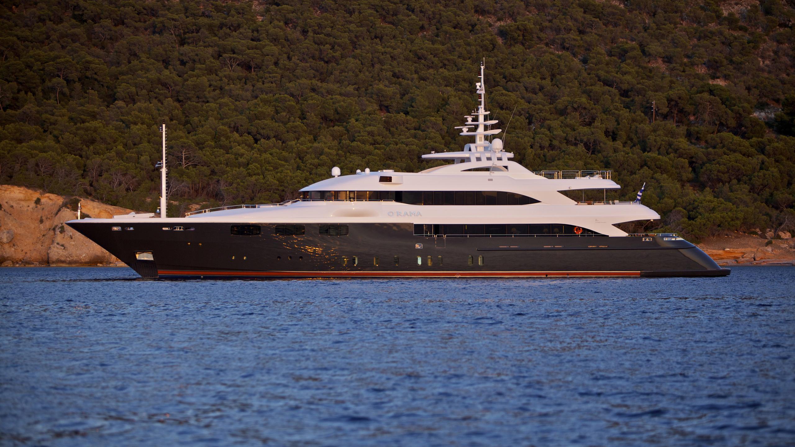 orama-yacht-at-anchor