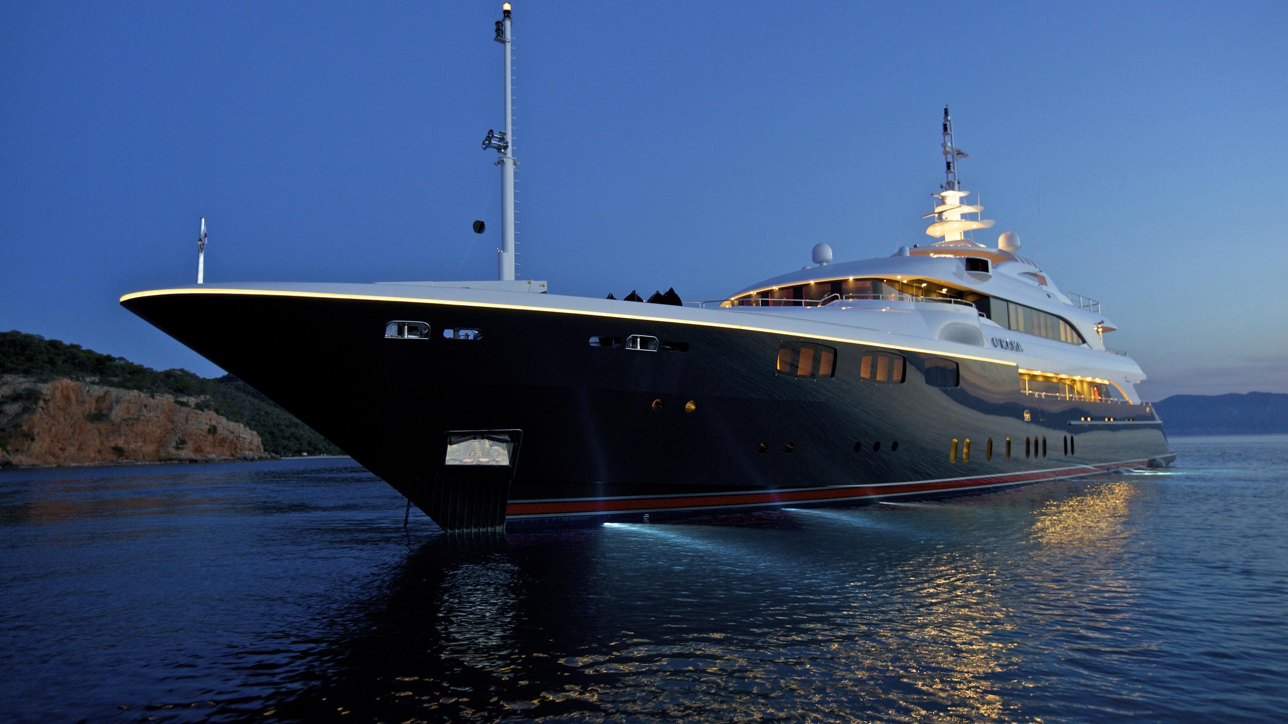 orama-yacht-bow