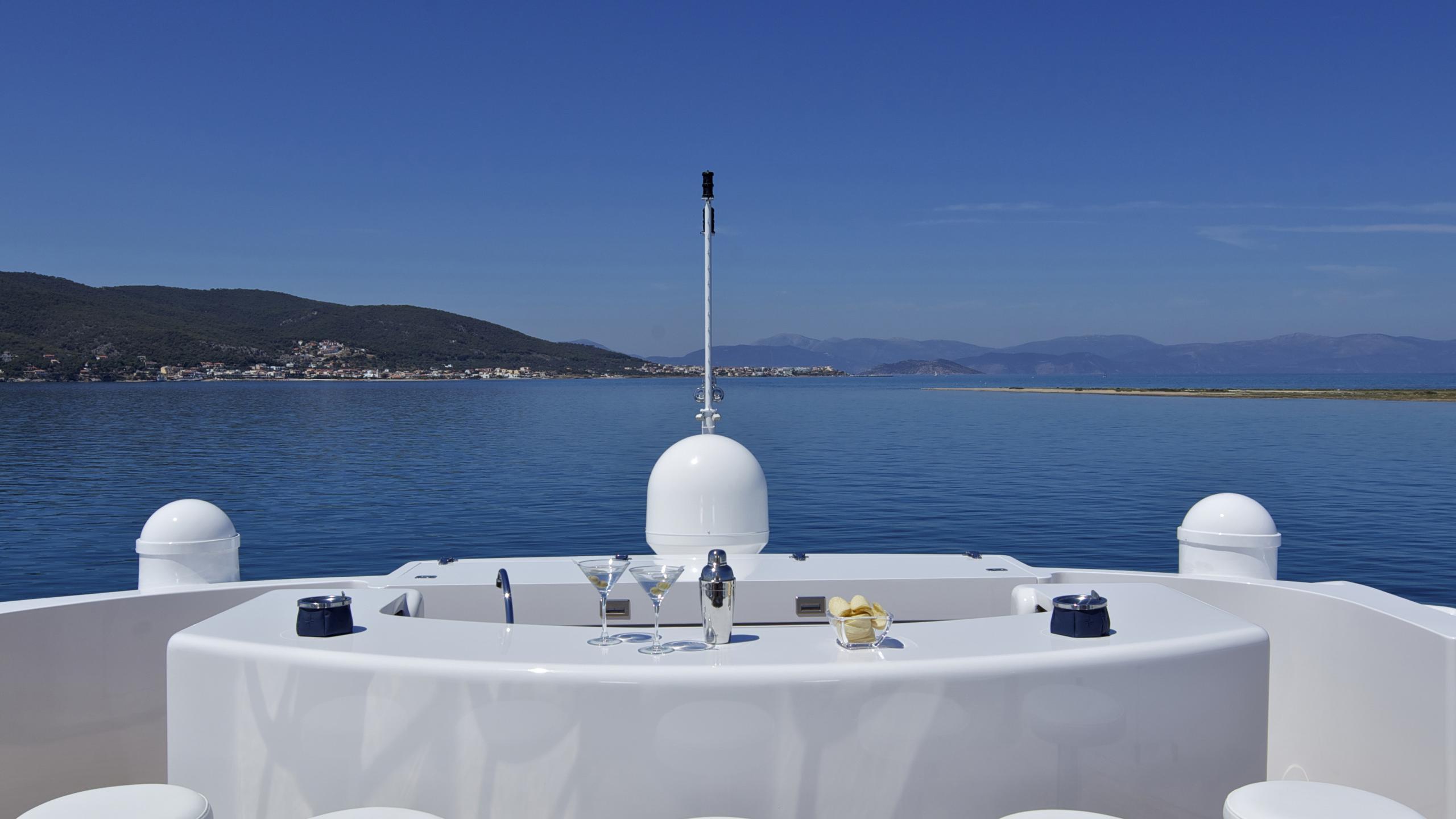 orama-yacht-fly-deck-bar