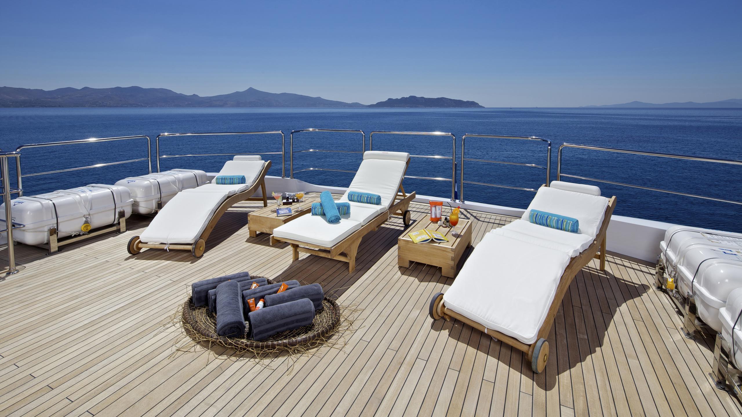 orama-yacht-sun-loungers