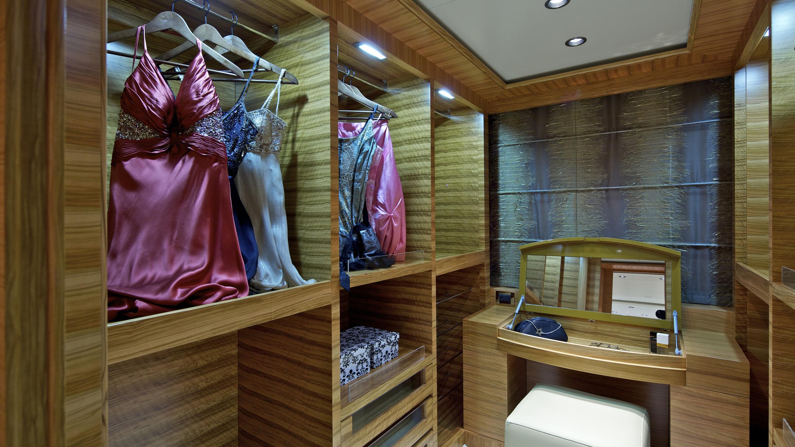 orama-yacht-master-closet