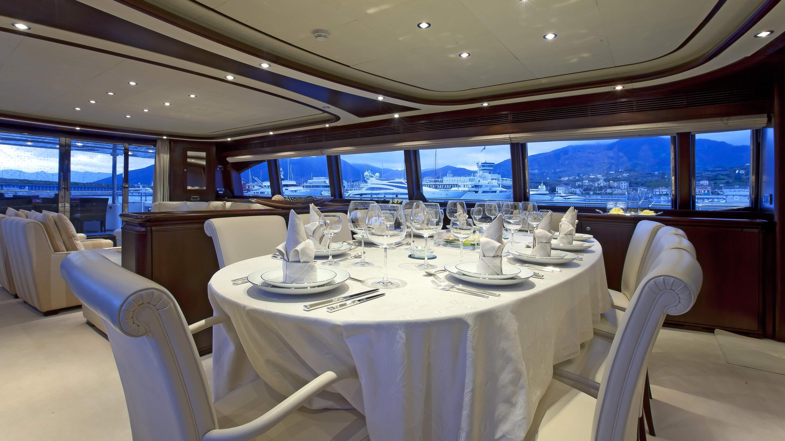 lady-maria-yacht-formal-dining
