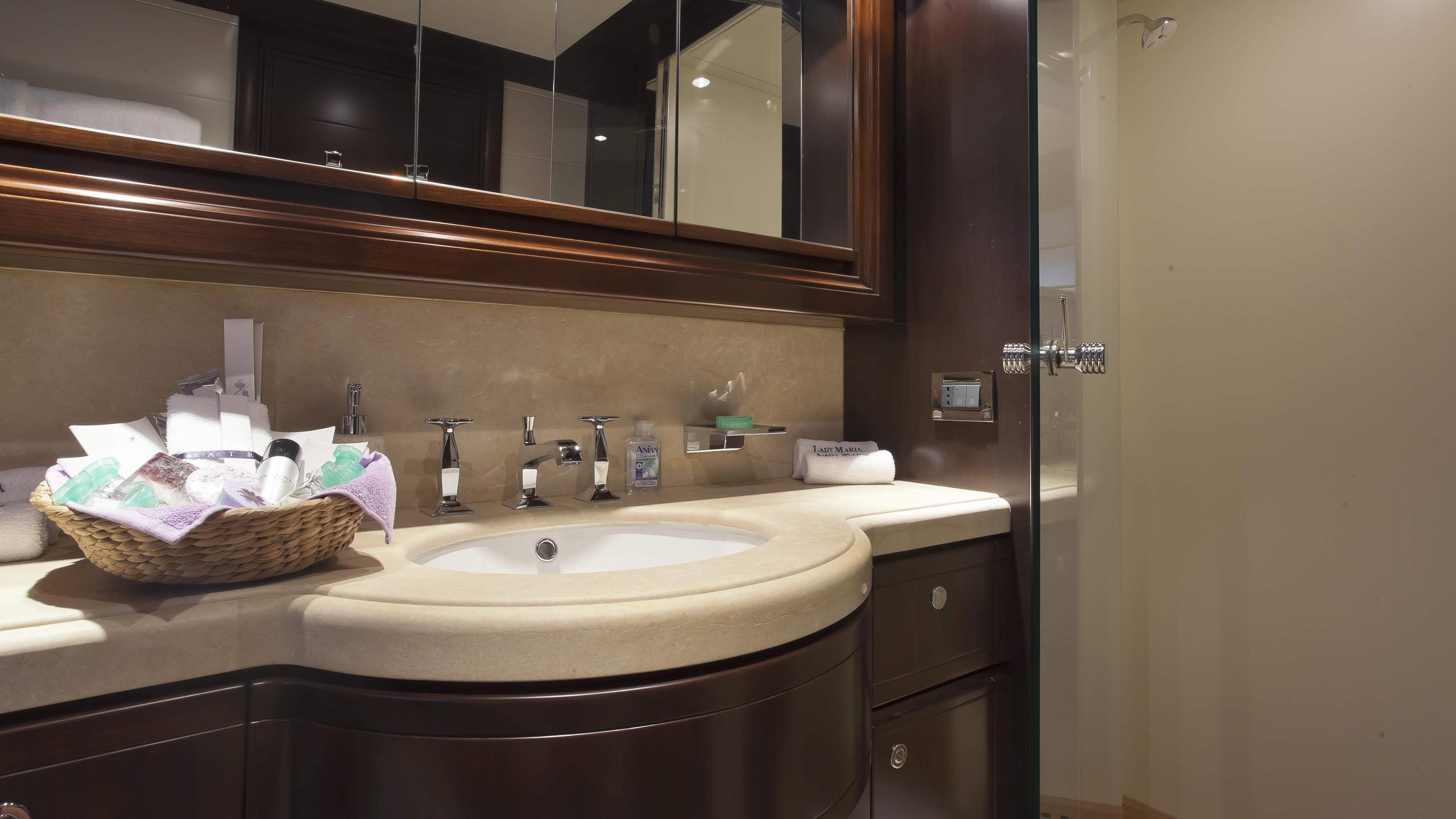 lady-maria-yacht-bathroom