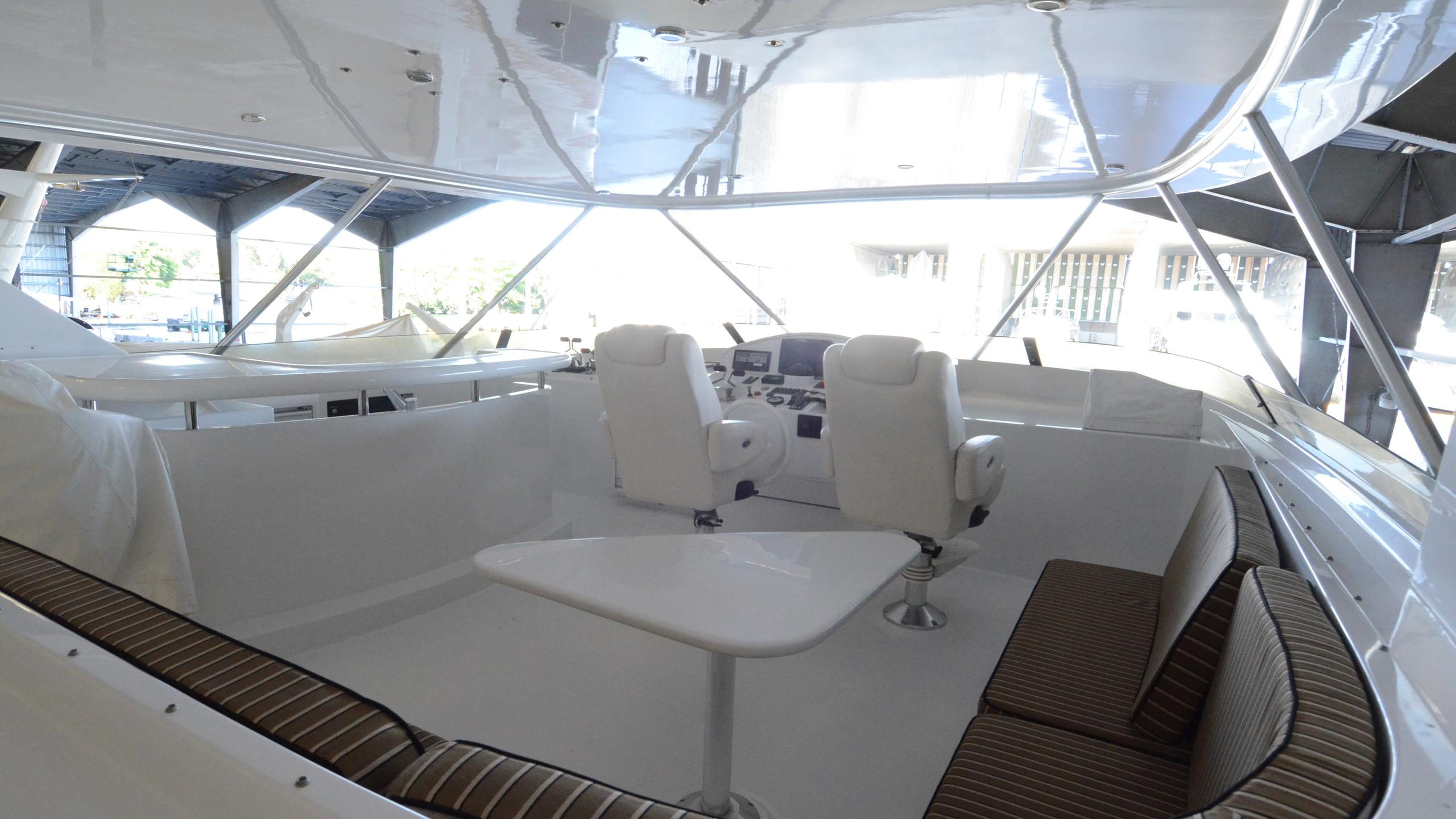 cloud-9-yacht-fly-deck-dining