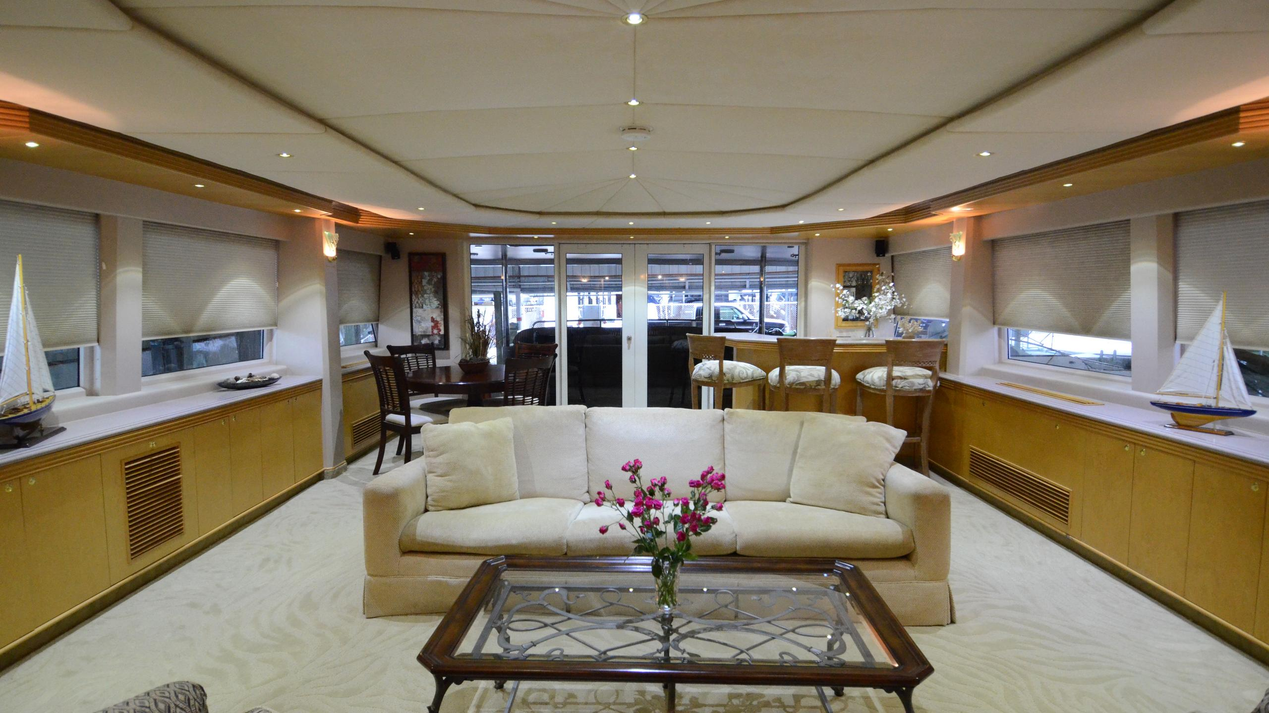 cloud-9-yacht-saloon
