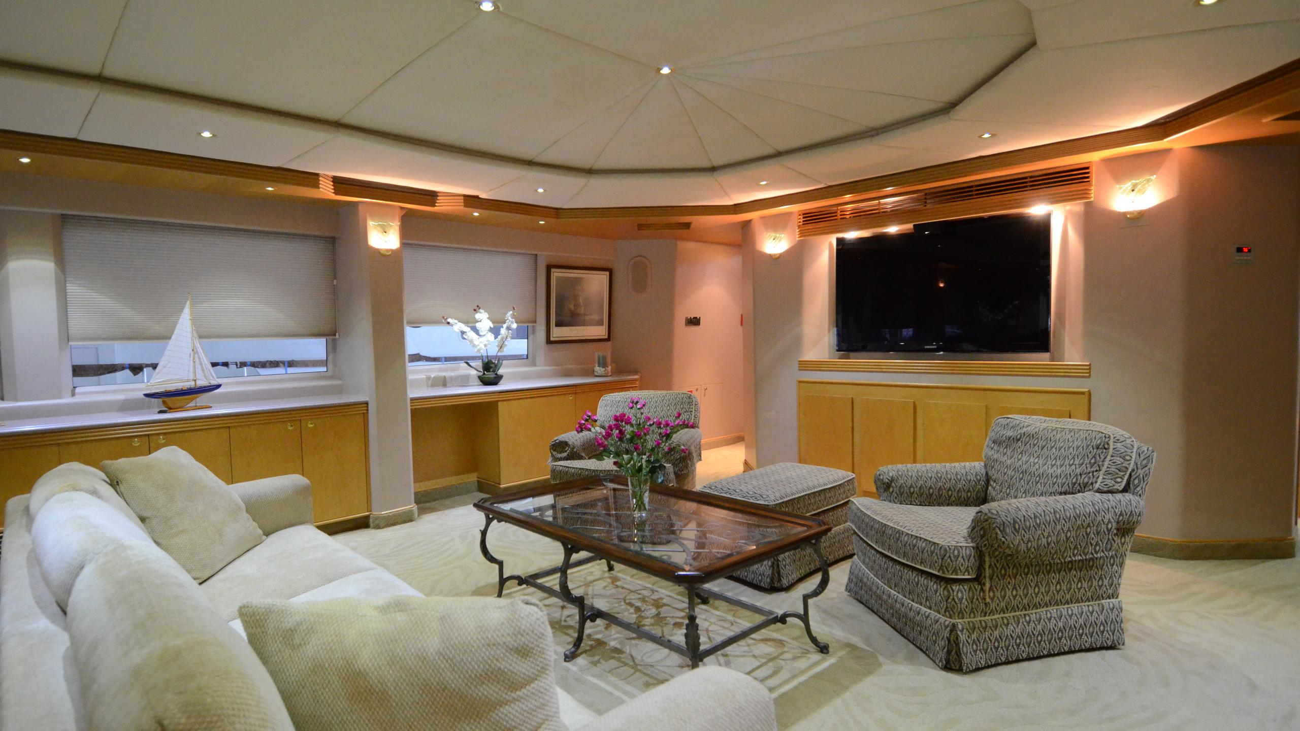 cloud-9-yacht-lounge