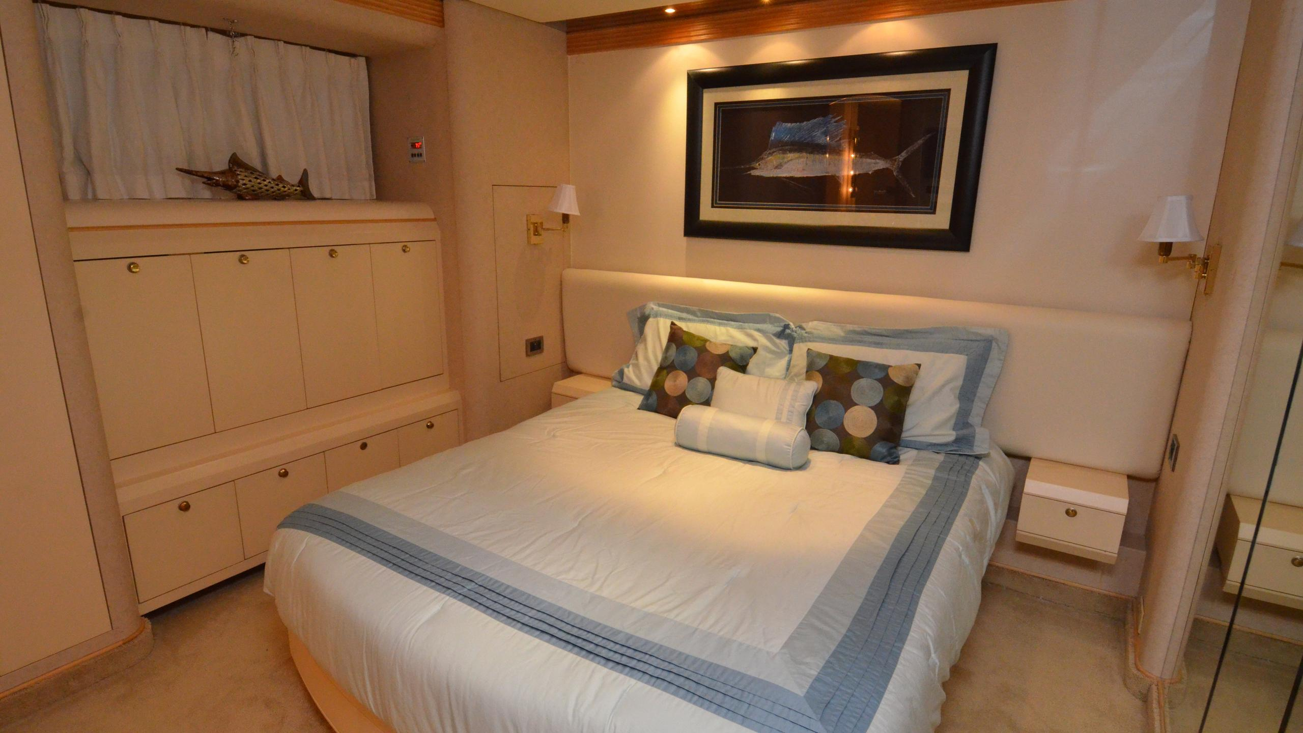 cloud-9-yacht-double-cabin