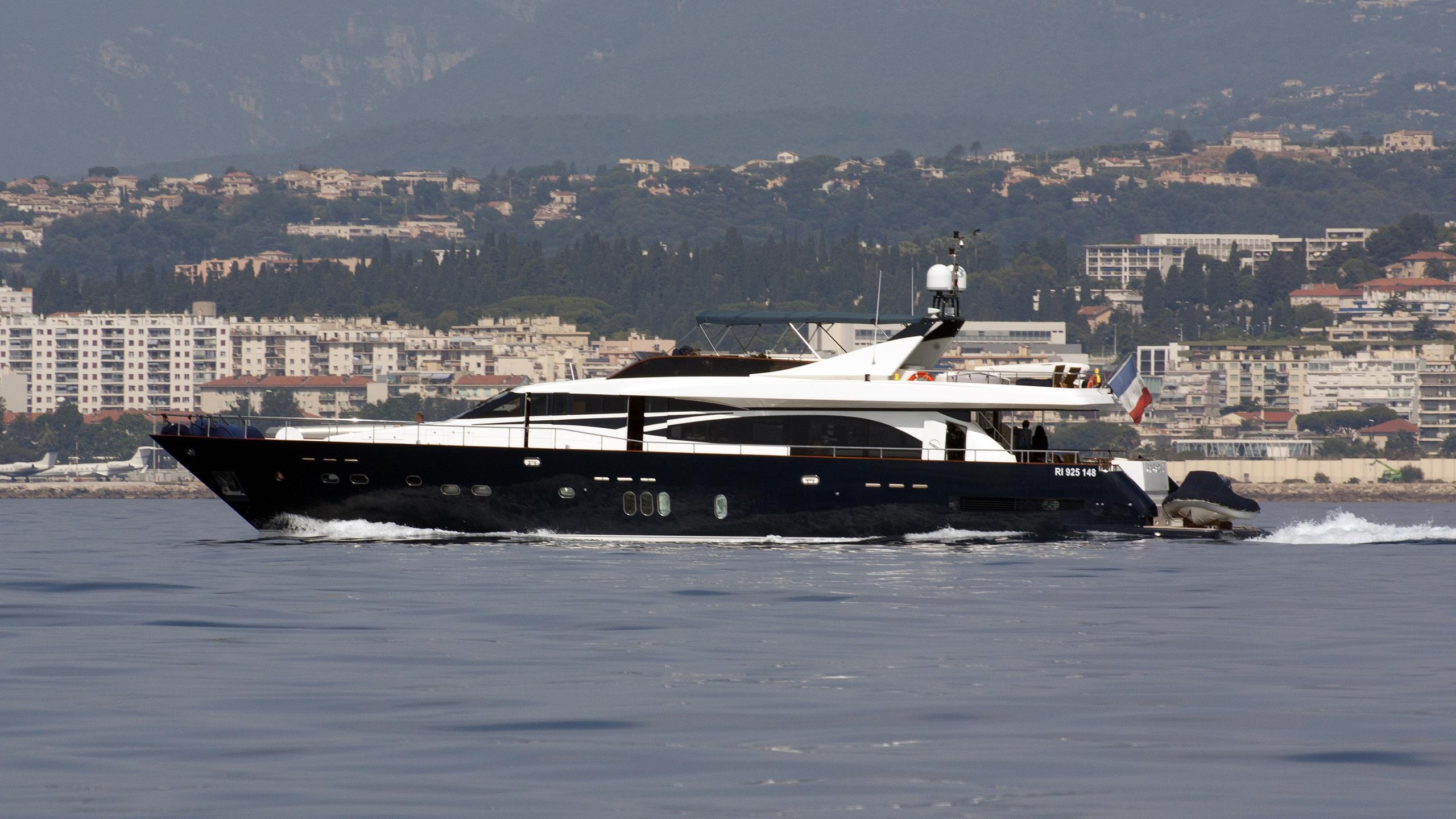 lady amanda revenge ii fanfaron v motoryacht couach yachts 28m 2006 profile
